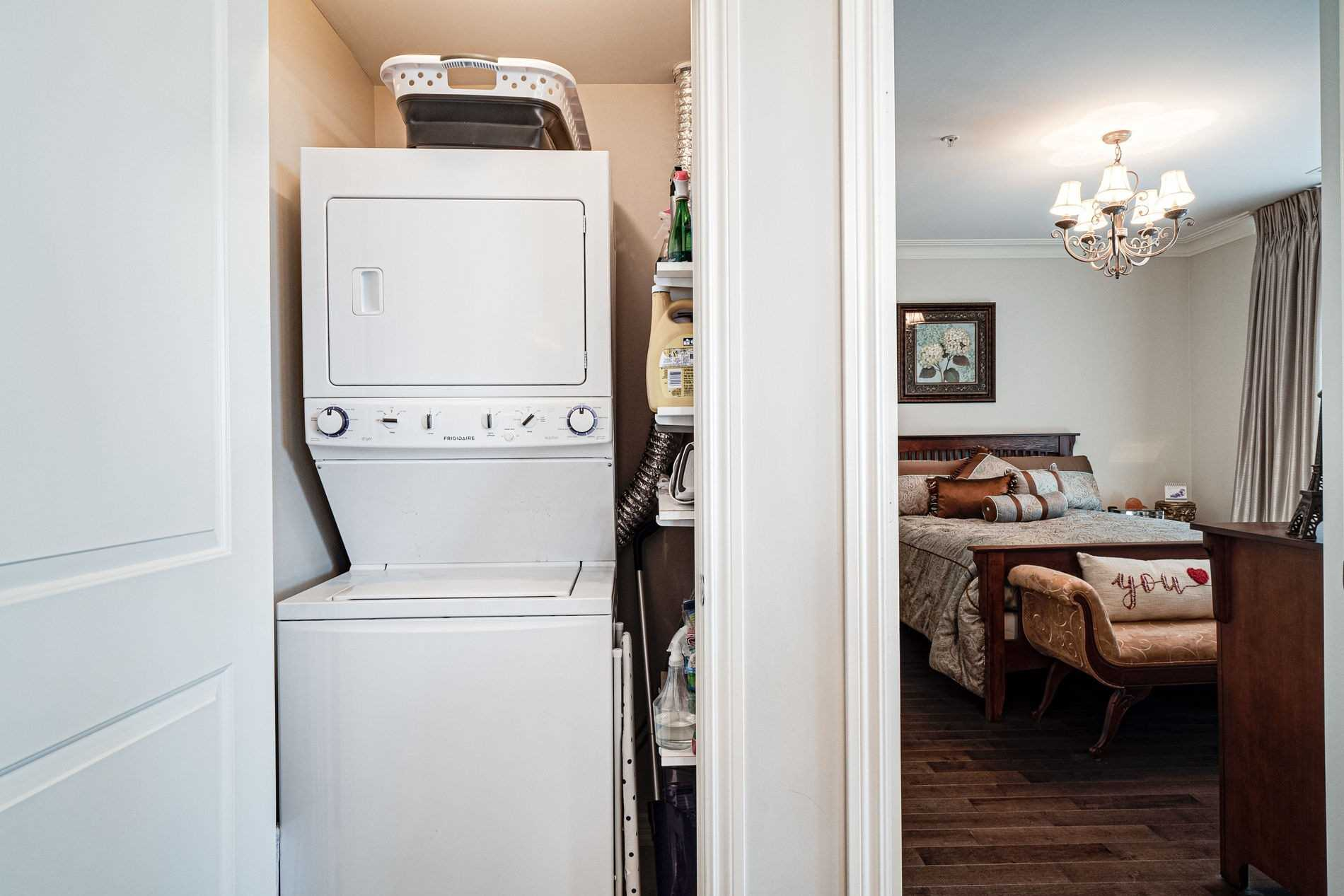 Image 31 of 40 showing inside of 2 Bedroom Condo Apt Apartment for Sale at 9255 Jane St Unit# 1702, Vaughan L6A0K1