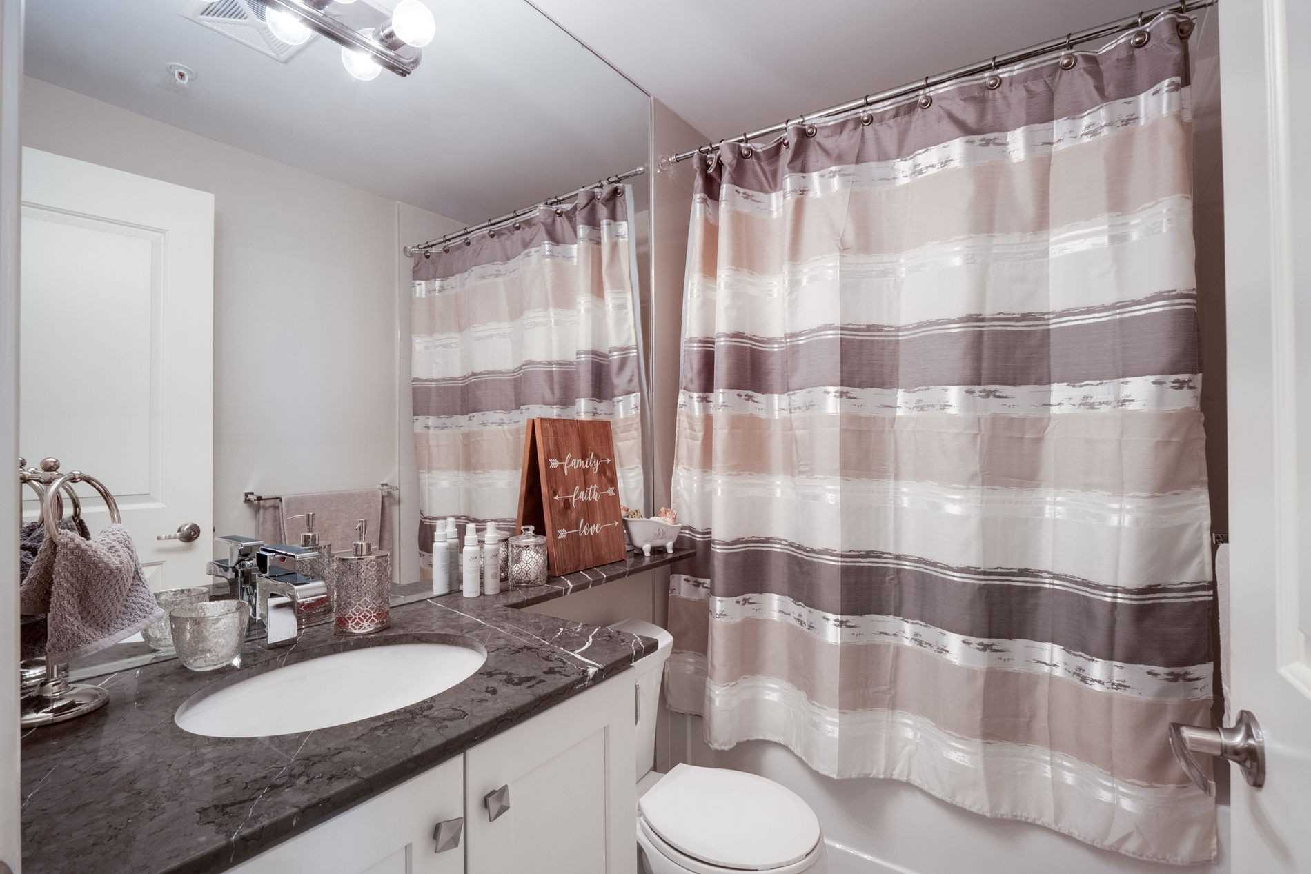 Image 38 of 40 showing inside of 2 Bedroom Condo Apt Apartment for Sale at 9255 Jane St Unit# 1702, Vaughan L6A0K1