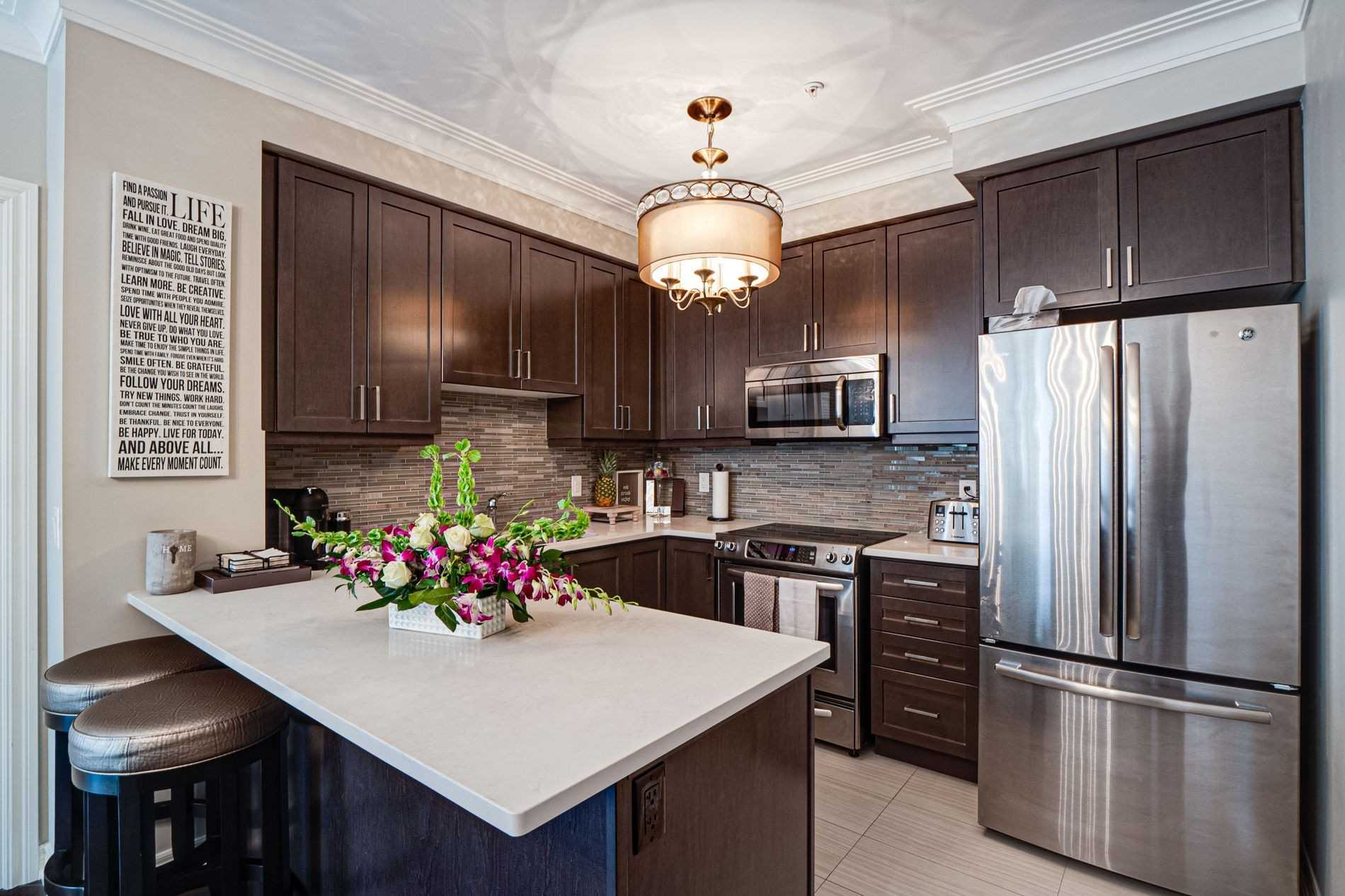 Image 39 of 40 showing inside of 2 Bedroom Condo Apt Apartment for Sale at 9255 Jane St Unit# 1702, Vaughan L6A0K1