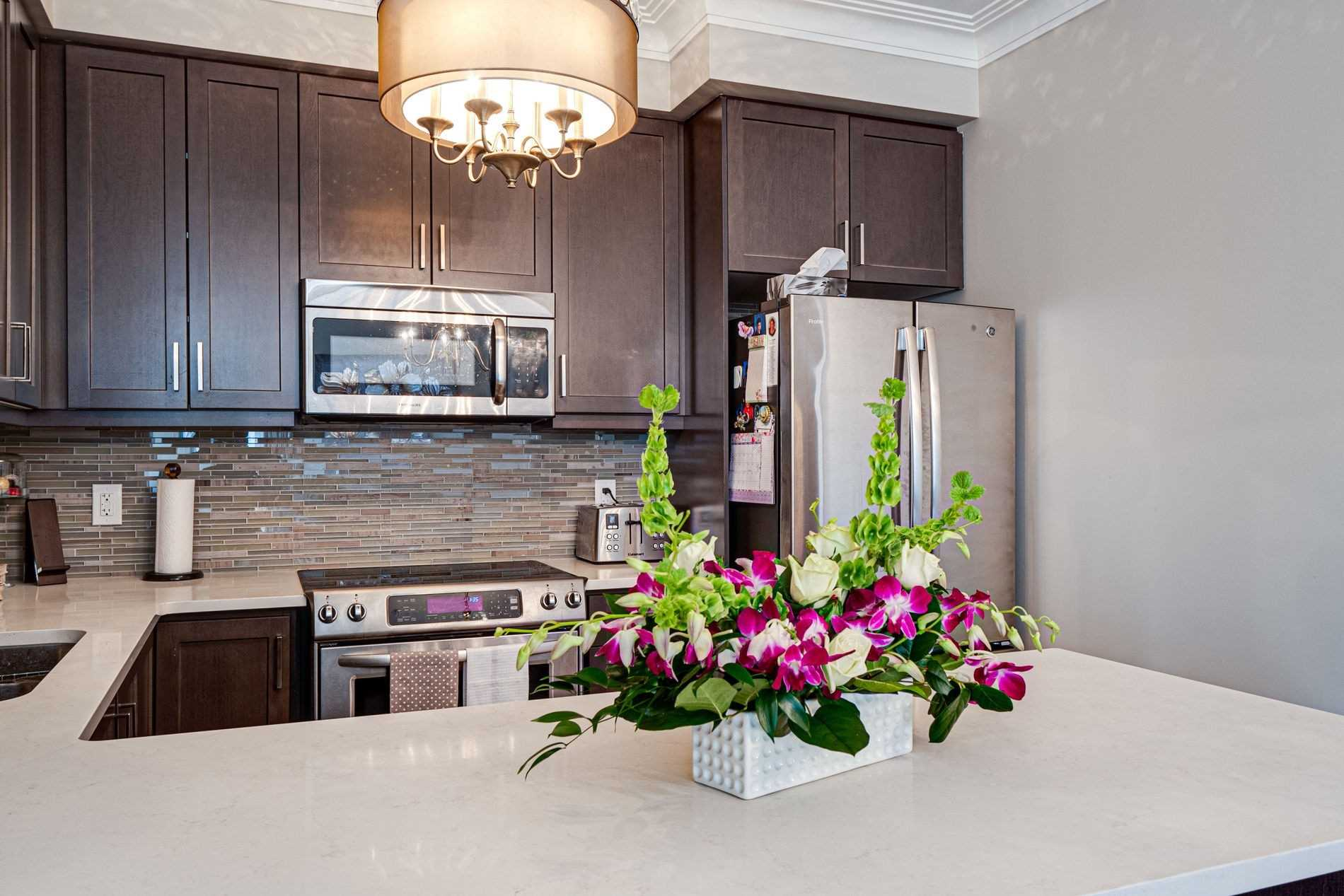 Image 40 of 40 showing inside of 2 Bedroom Condo Apt Apartment for Sale at 9255 Jane St Unit# 1702, Vaughan L6A0K1