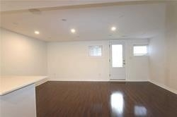 Image 6 of 11 showing inside of 0 Bedroom Att/Row/Twnhouse Apartment for Lease at 49 Walkview Cres, Richmond Hill L4E4H5