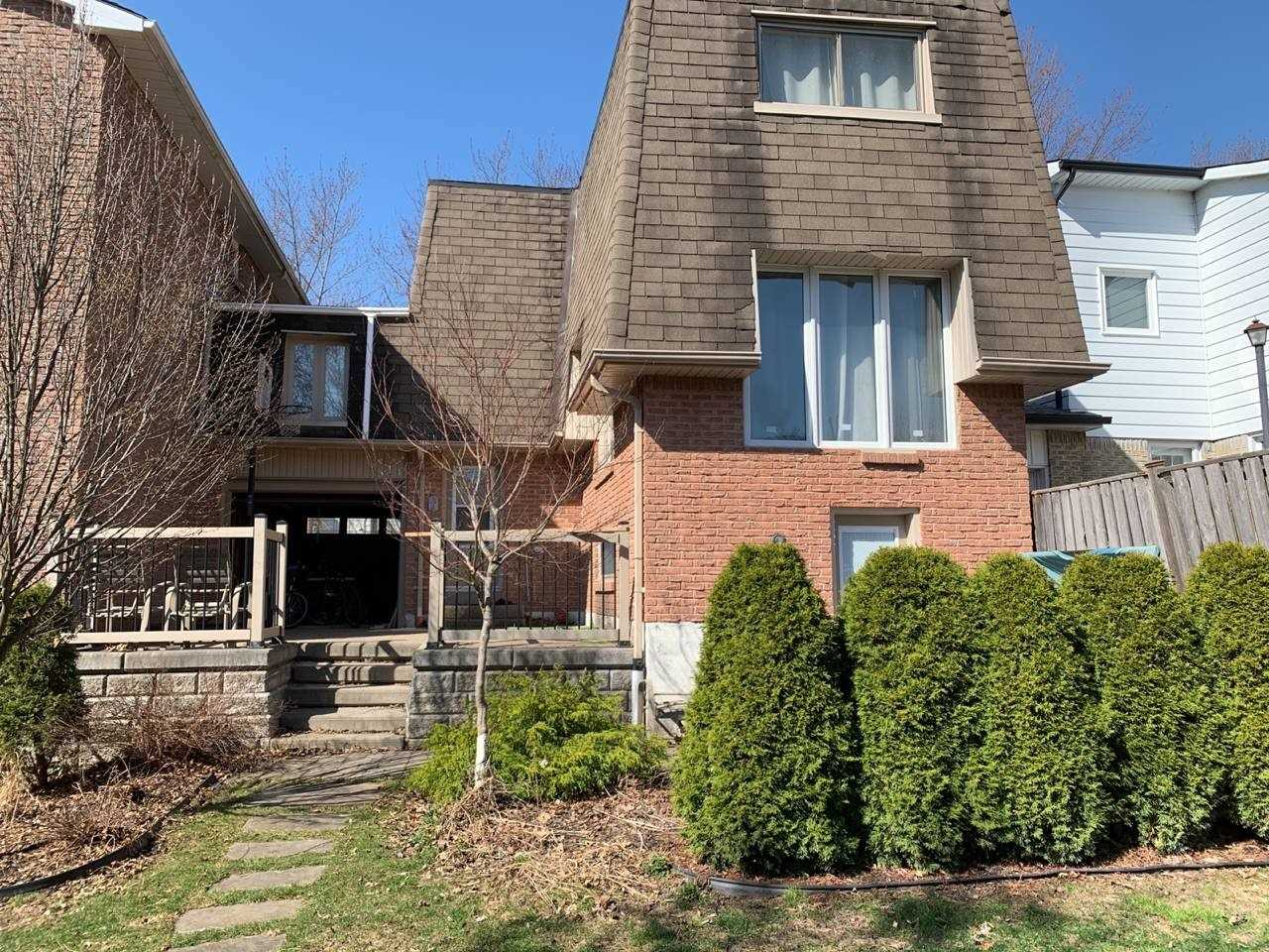 pictures of 8 St Andrews Crt, Aurora L4G3B1