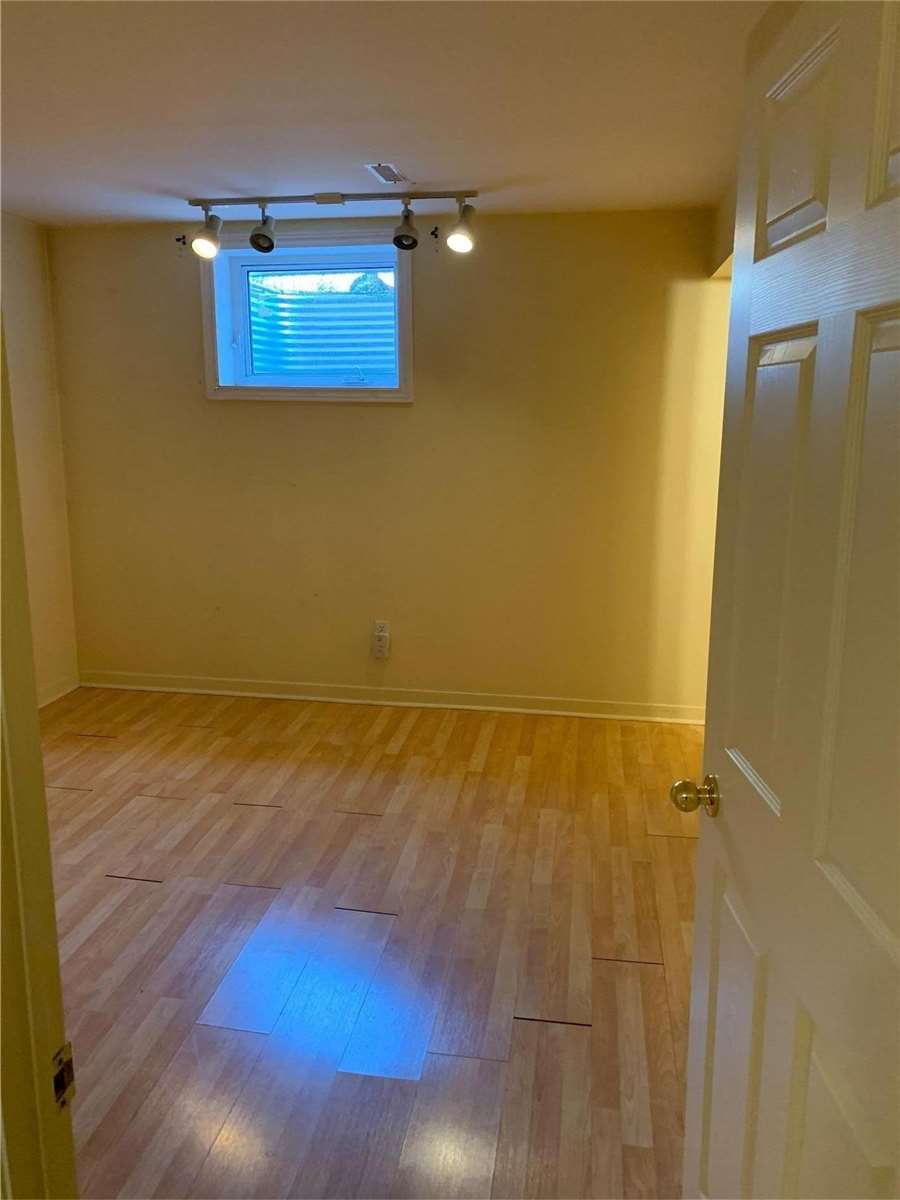 Image 4 of 7 showing inside of 1 Bedroom Detached 2-Storey for Lease at 70 Gray Cres, Richmond Hill L4C5V5