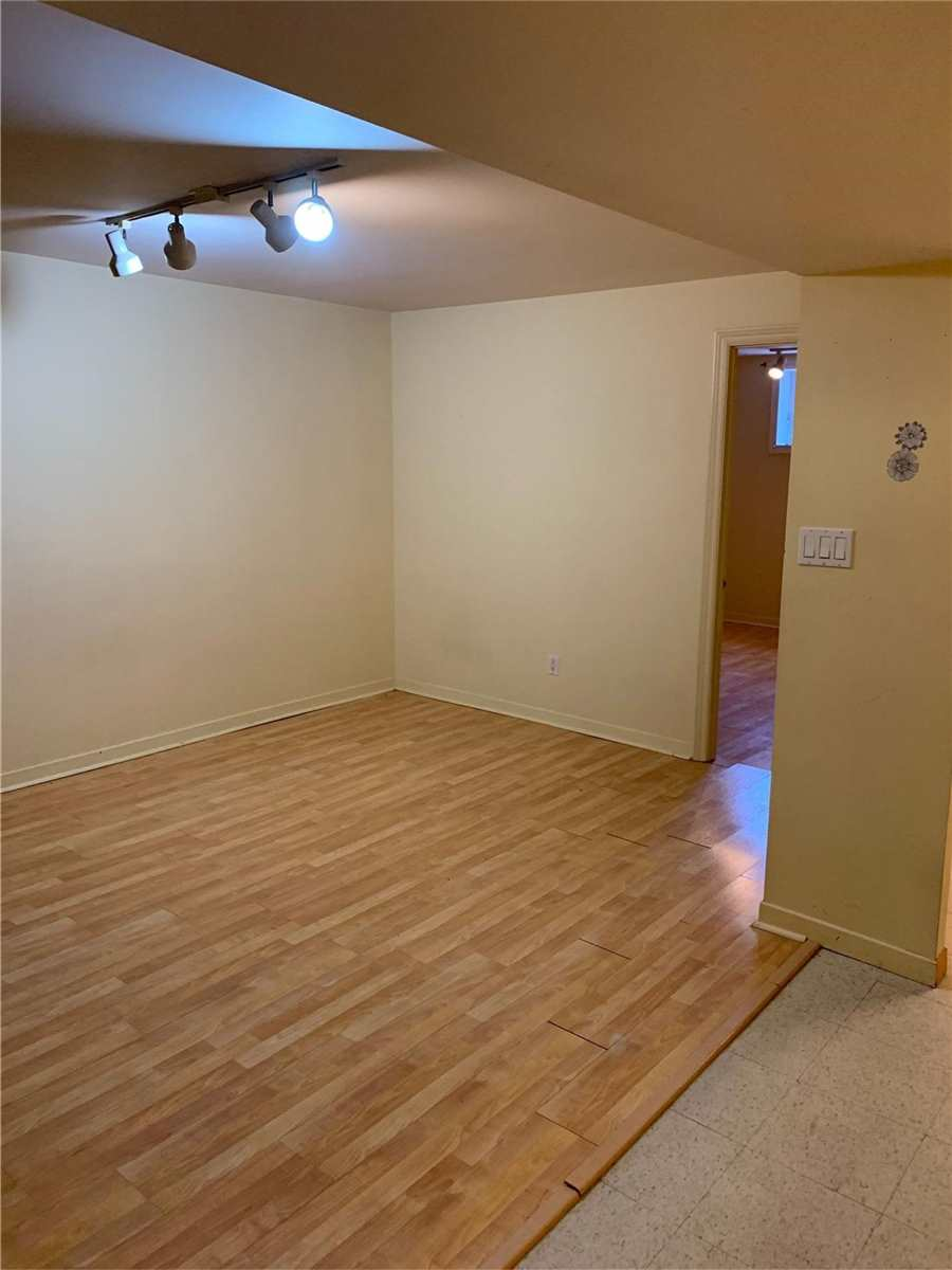 Image 6 of 7 showing inside of 1 Bedroom Detached 2-Storey for Lease at 70 Gray Cres, Richmond Hill L4C5V5