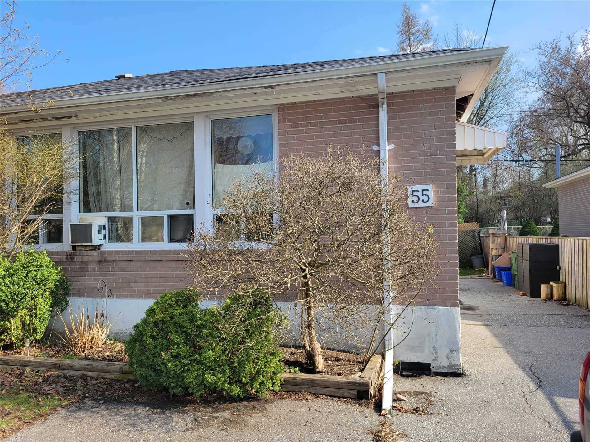 pictures of house for sale MLS: N5194627 located at 55 Tecumseh Dr, Aurora L4G2X2