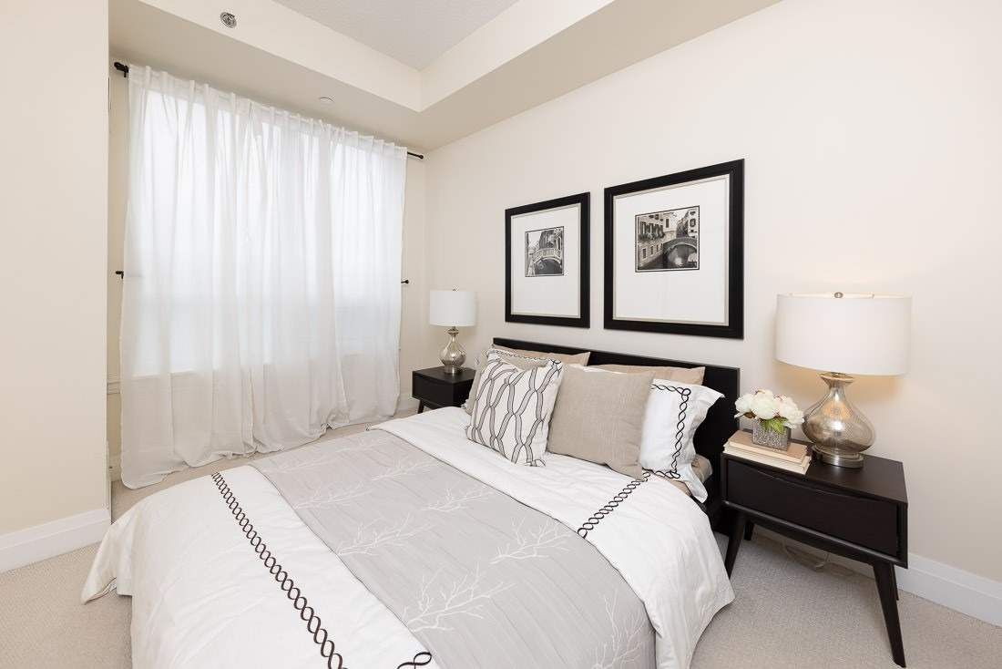 Image 6 of 23 showing inside of 1 Bedroom Condo Apt Apartment for Sale at 520 Steeles Ave W Unit# 315, Vaughan L4J0H2