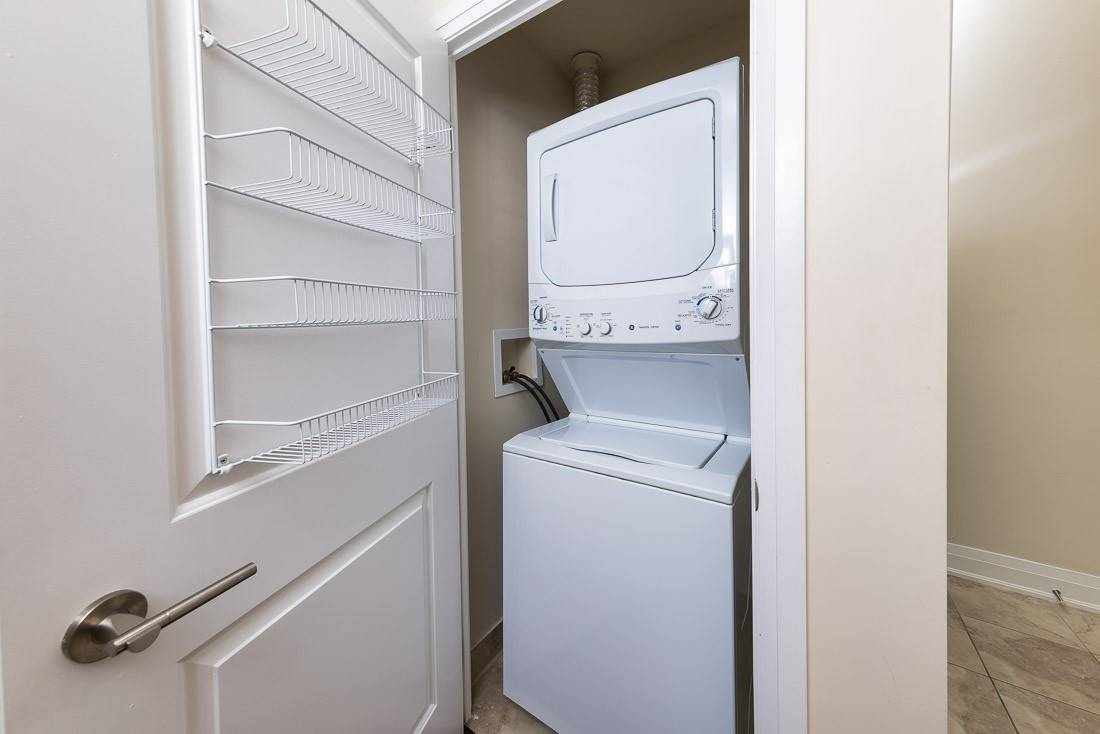 Image 11 of 23 showing inside of 1 Bedroom Condo Apt Apartment for Sale at 520 Steeles Ave W Unit# 315, Vaughan L4J0H2