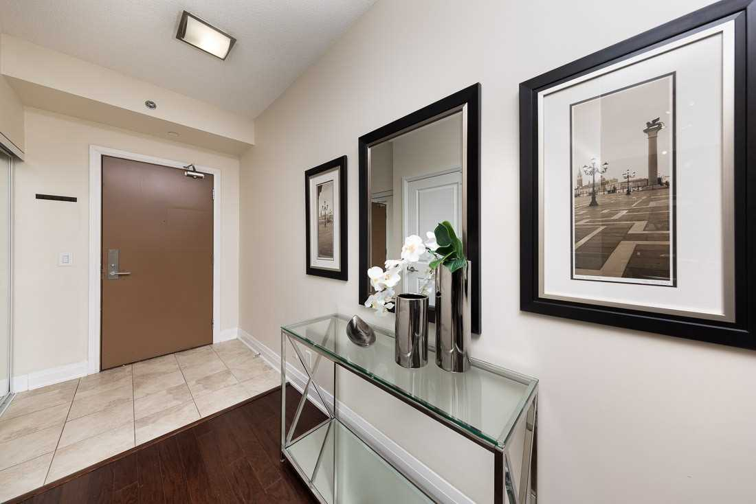 Image 18 of 23 showing inside of 1 Bedroom Condo Apt Apartment for Sale at 520 Steeles Ave W Unit# 315, Vaughan L4J0H2
