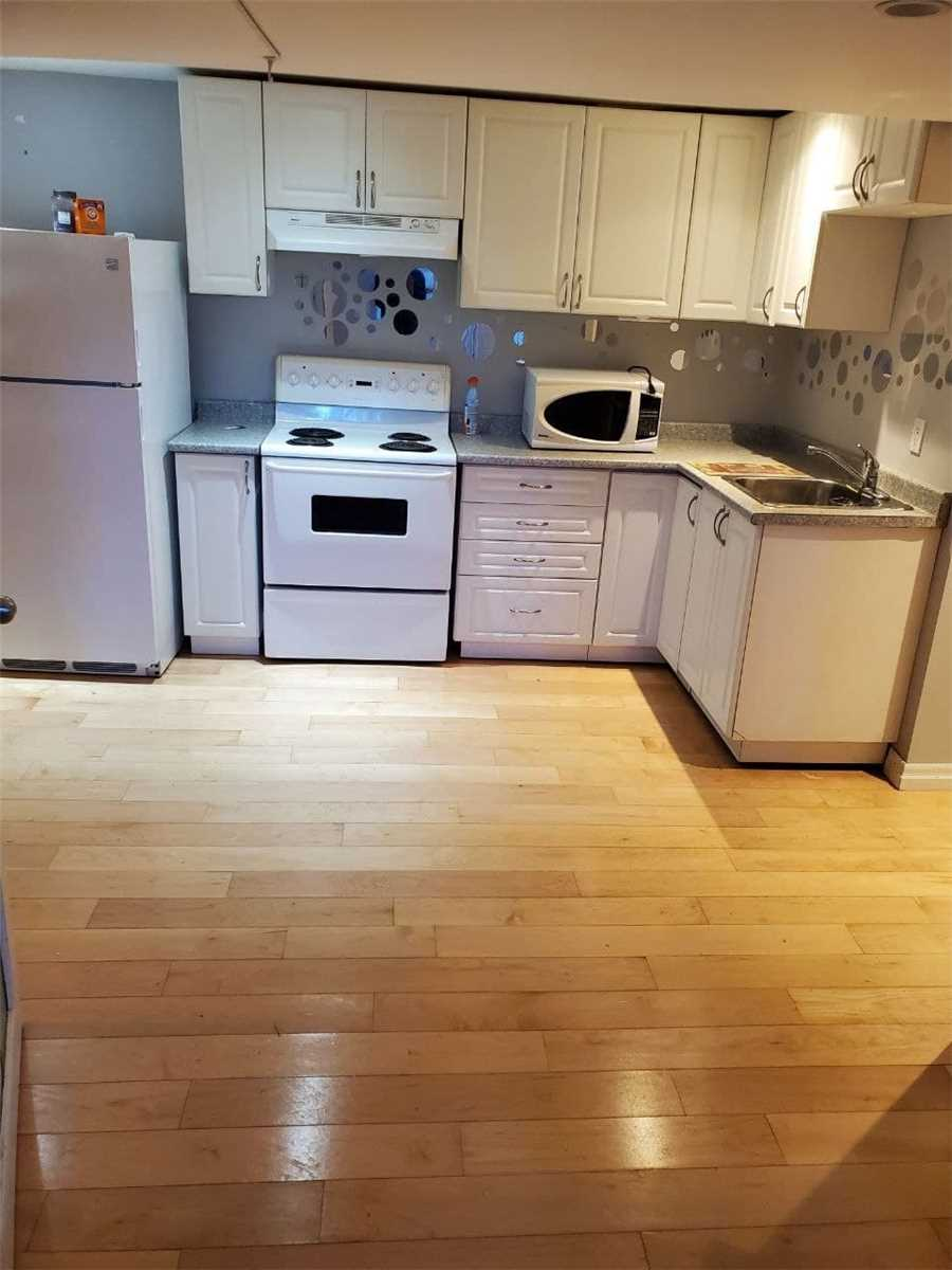 pictures of 3 Kemano Rd, Aurora L4G2X9