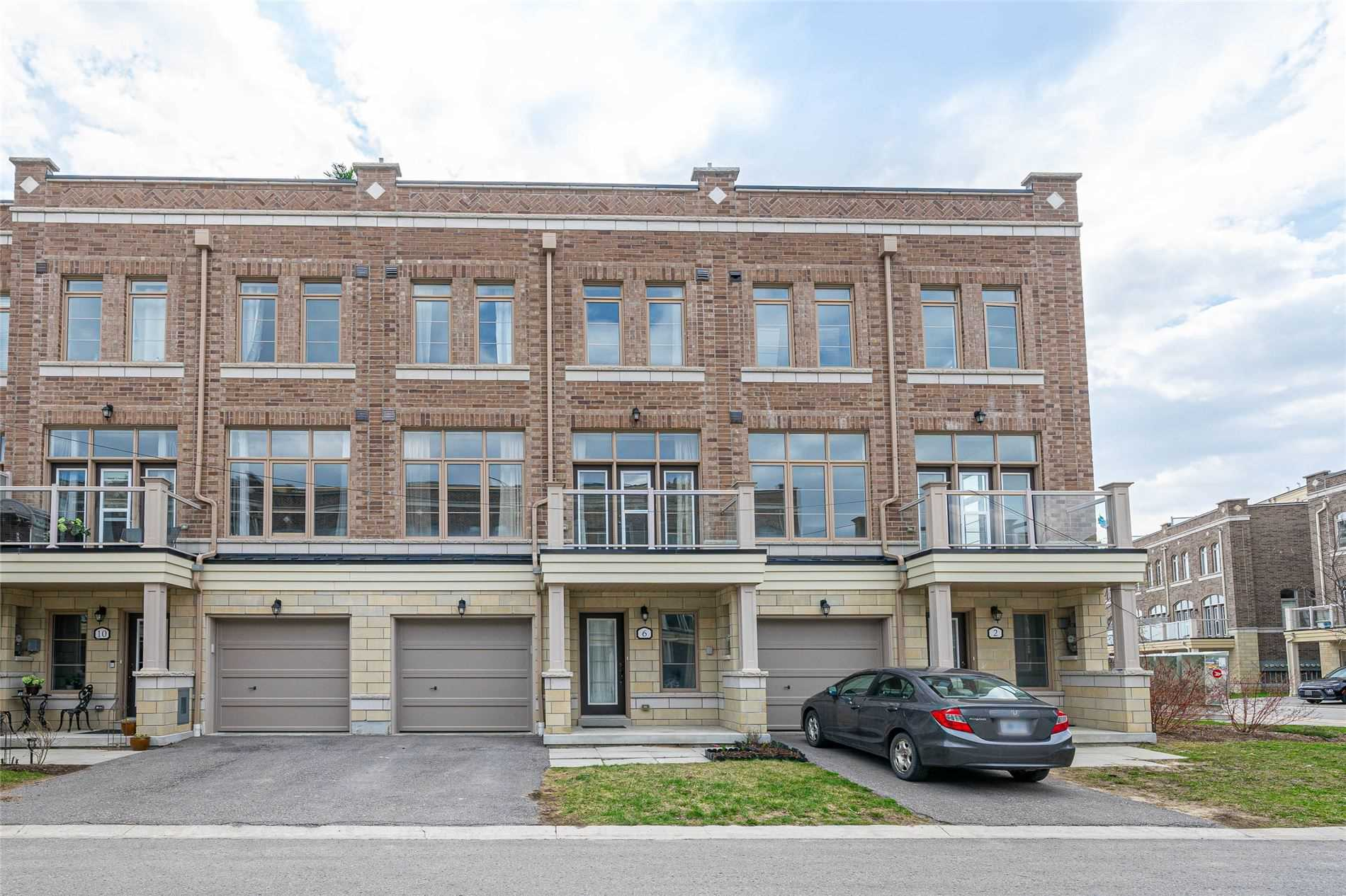 pictures of house for sale MLS: N5208467 located at 6 Cornerbank Cres, Whitchurch-Stouffville L4A1X1