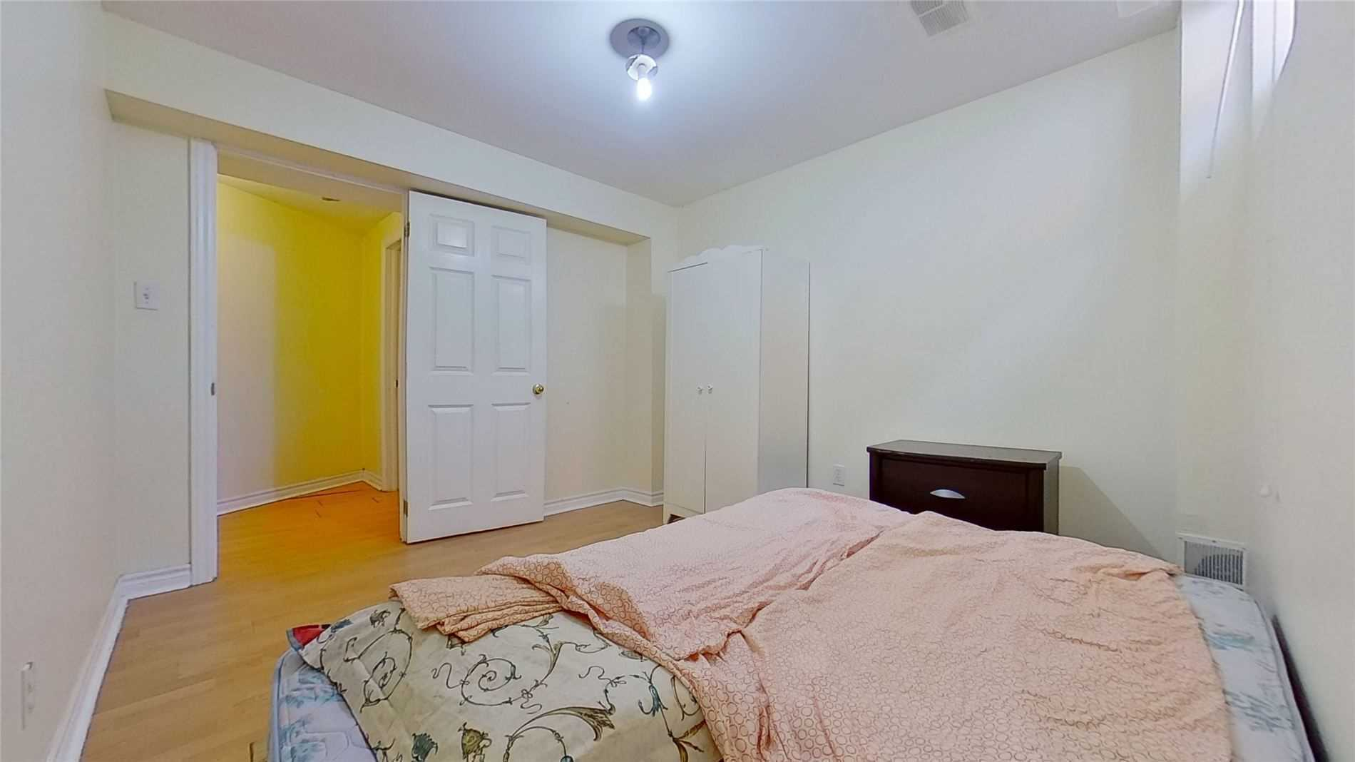 Image 2 of 16 showing inside of 2 Bedroom Detached 2-Storey for Lease at 5 Whalen Crt, Richmond Hill L4C9T5