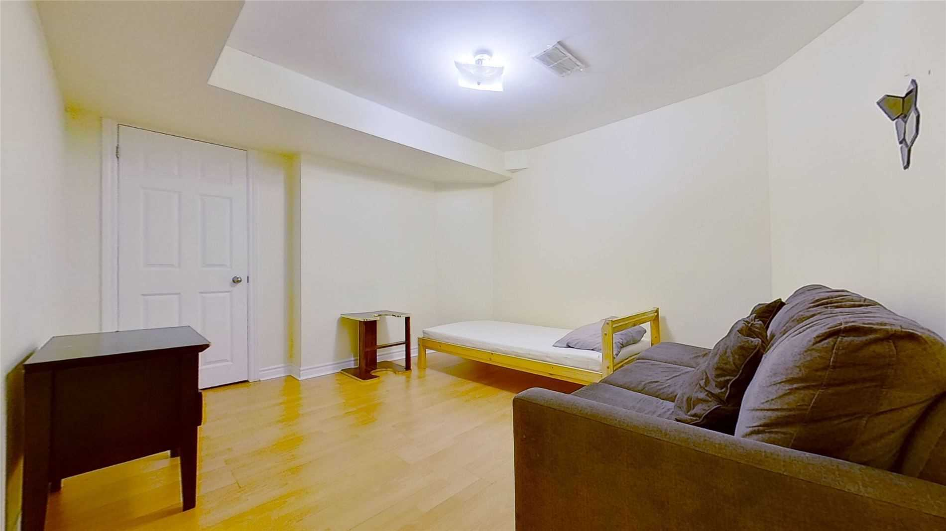 Image 3 of 16 showing inside of 2 Bedroom Detached 2-Storey for Lease at 5 Whalen Crt, Richmond Hill L4C9T5