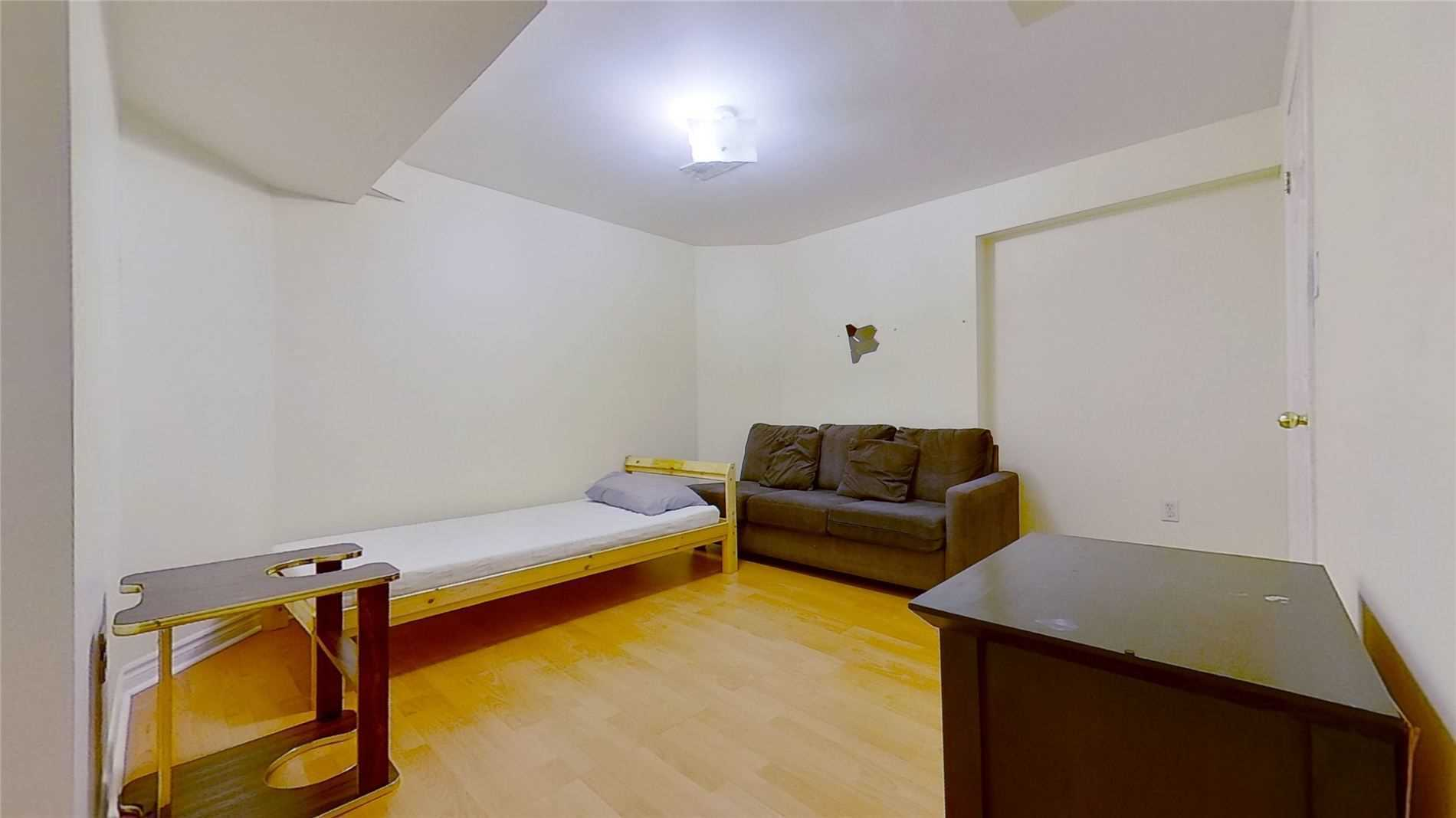 Image 4 of 16 showing inside of 2 Bedroom Detached 2-Storey for Lease at 5 Whalen Crt, Richmond Hill L4C9T5