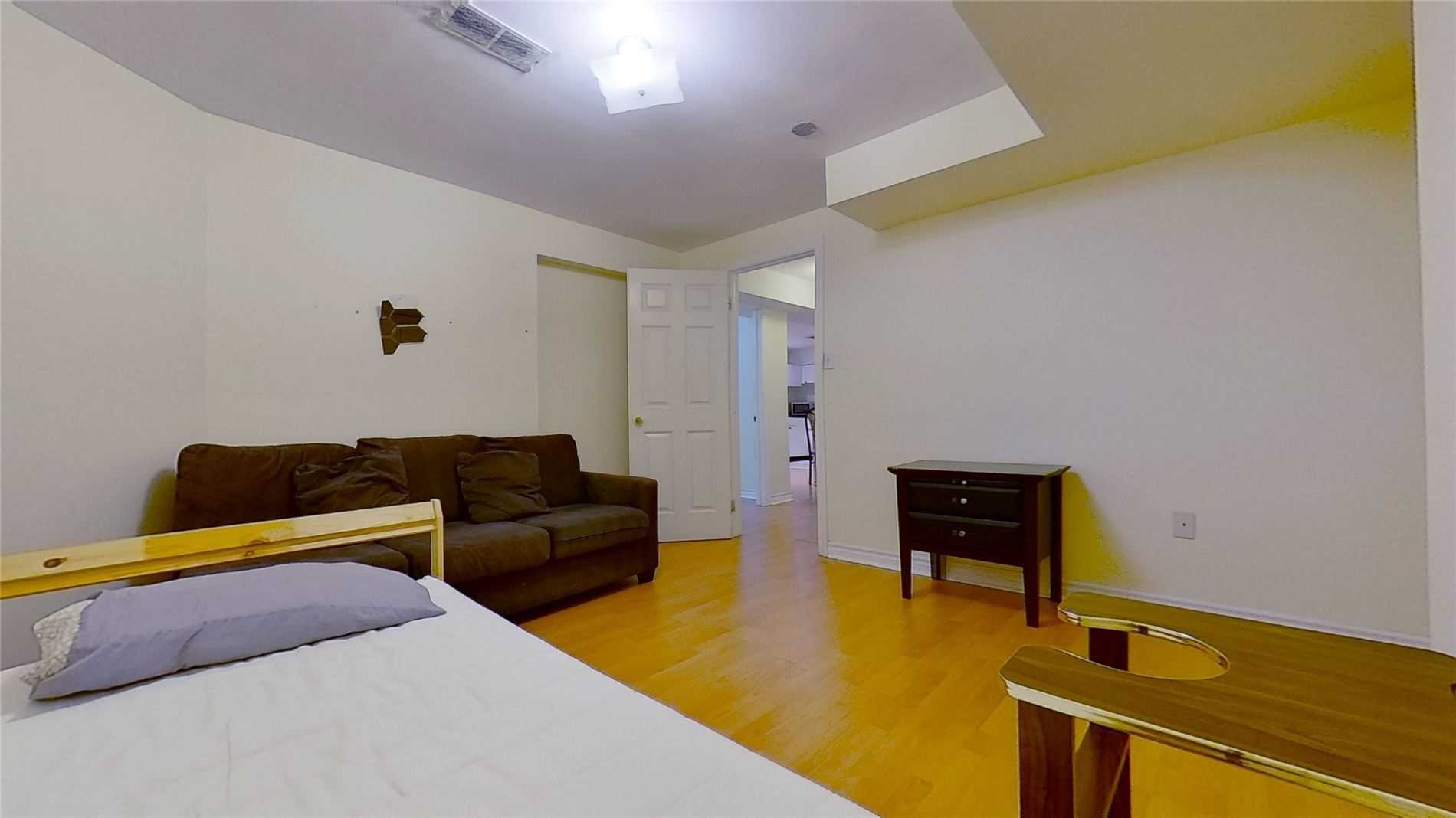 Image 5 of 16 showing inside of 2 Bedroom Detached 2-Storey for Lease at 5 Whalen Crt, Richmond Hill L4C9T5
