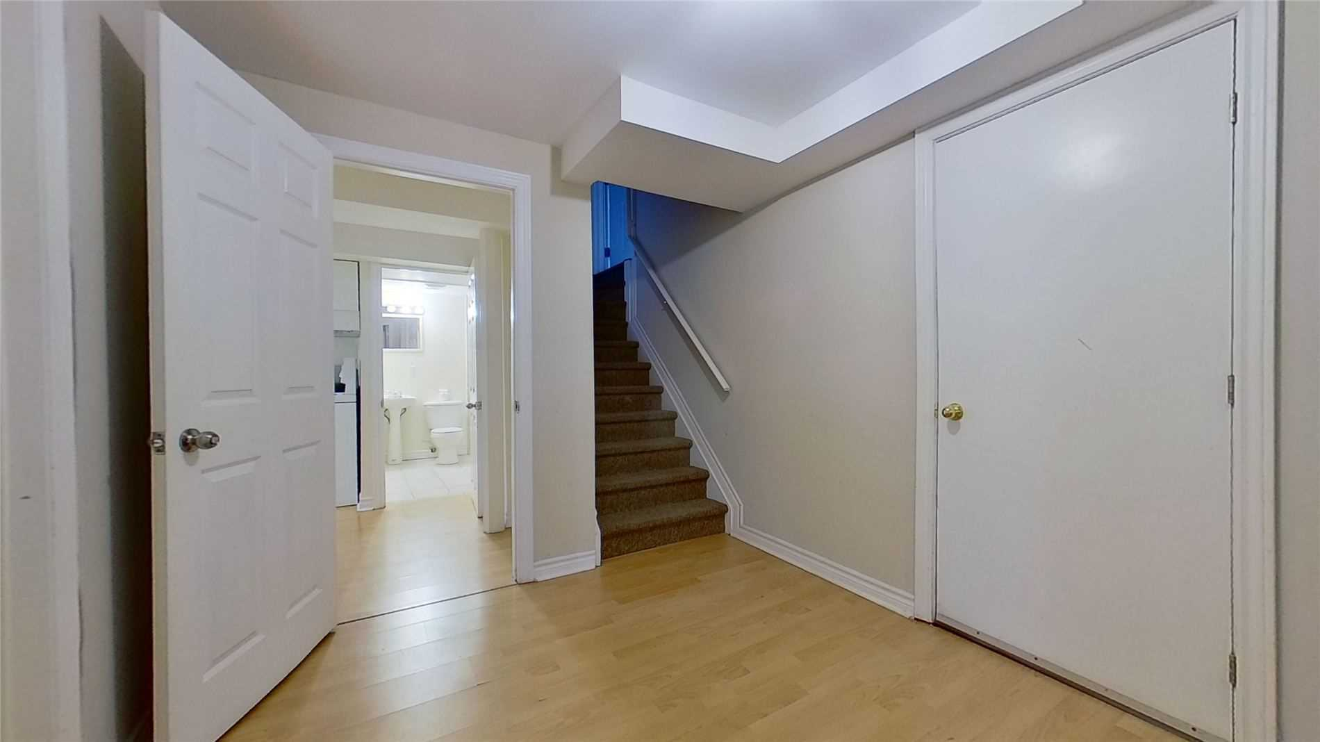 Image 7 of 16 showing inside of 2 Bedroom Detached 2-Storey for Lease at 5 Whalen Crt, Richmond Hill L4C9T5