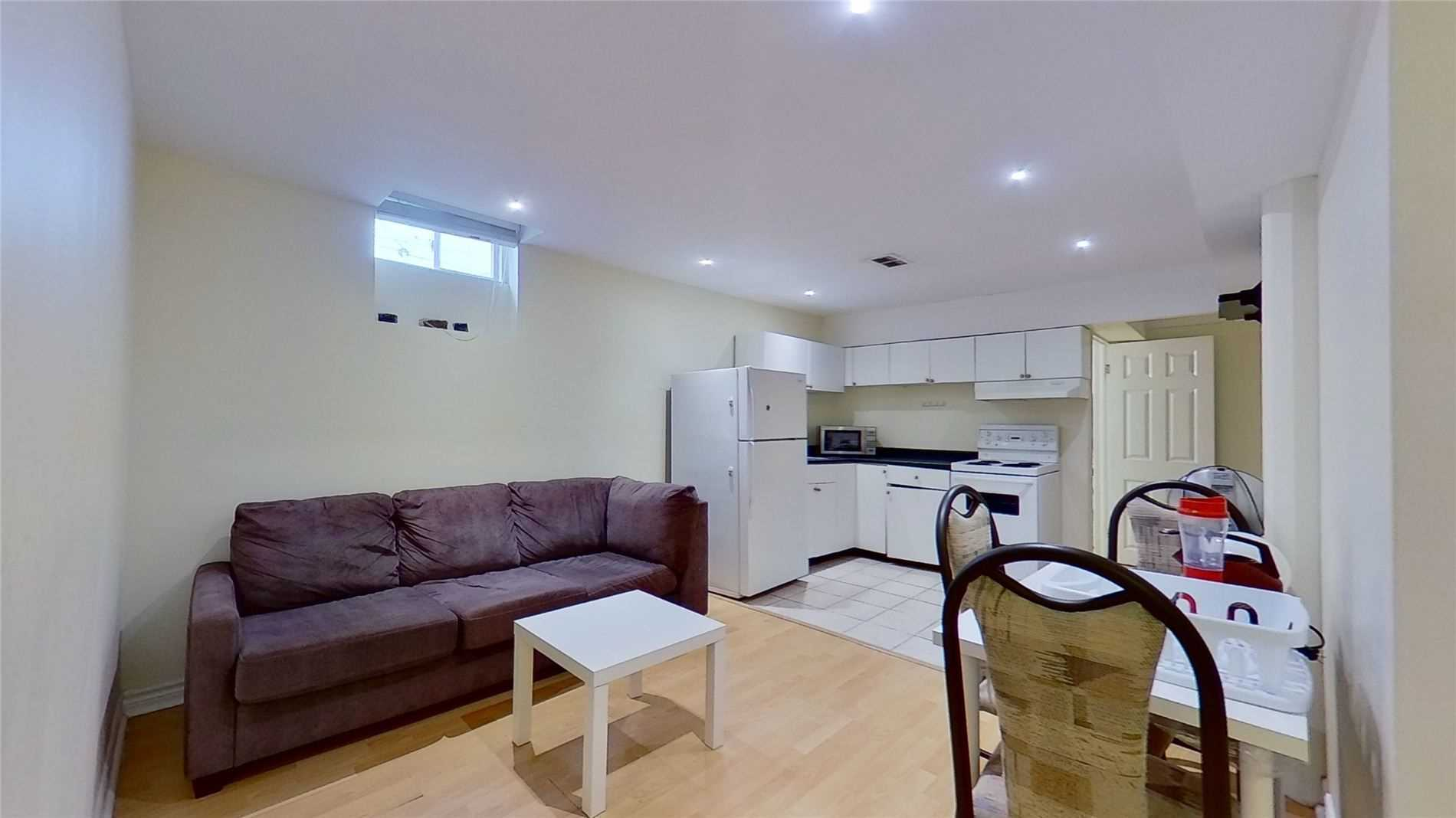 Image 9 of 16 showing inside of 2 Bedroom Detached 2-Storey for Lease at 5 Whalen Crt, Richmond Hill L4C9T5