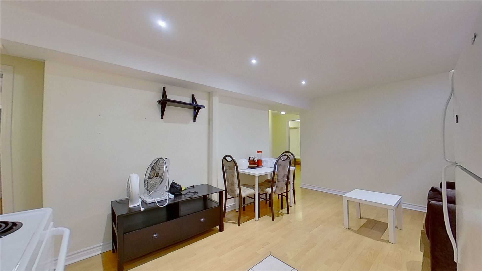 Image 10 of 16 showing inside of 2 Bedroom Detached 2-Storey for Lease at 5 Whalen Crt, Richmond Hill L4C9T5