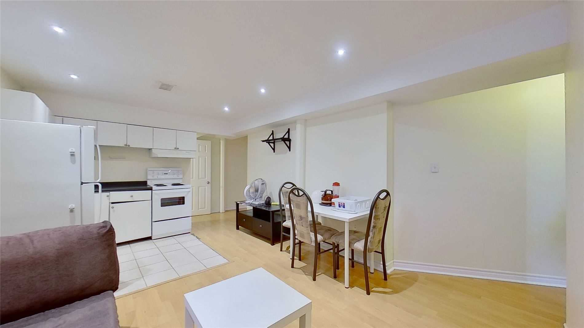Image 12 of 16 showing inside of 2 Bedroom Detached 2-Storey for Lease at 5 Whalen Crt, Richmond Hill L4C9T5