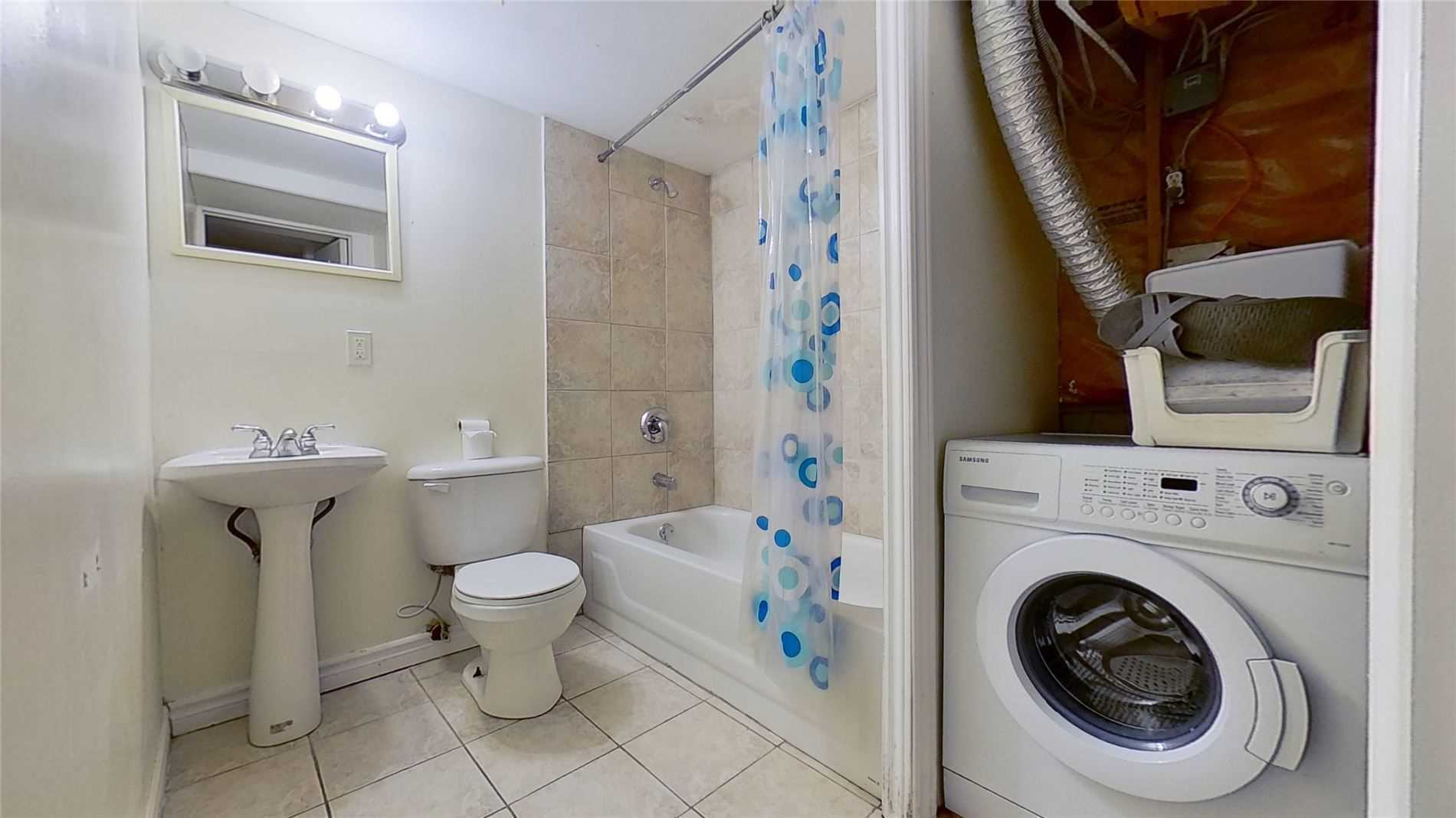 Image 13 of 16 showing inside of 2 Bedroom Detached 2-Storey for Lease at 5 Whalen Crt, Richmond Hill L4C9T5