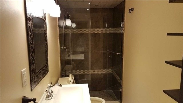 Image 2 of 3 showing inside of 1 Bedroom Detached 2-Storey for Lease at 38 Park Lane Circ, Richmond Hill L4C6S8