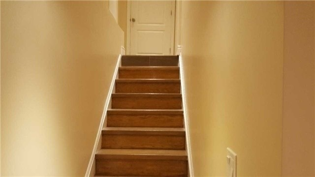 Image 3 of 3 showing inside of 1 Bedroom Detached 2-Storey for Lease at 38 Park Lane Circ, Richmond Hill L4C6S8