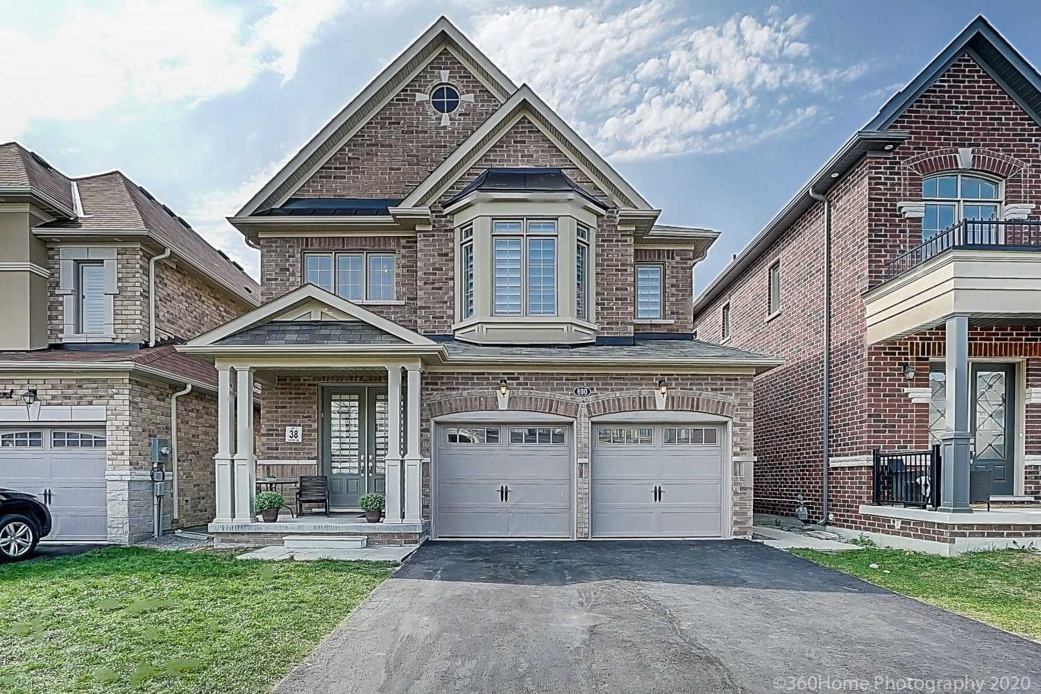 pictures of 690 Yarfield Cres, Newmarket L3X0H3