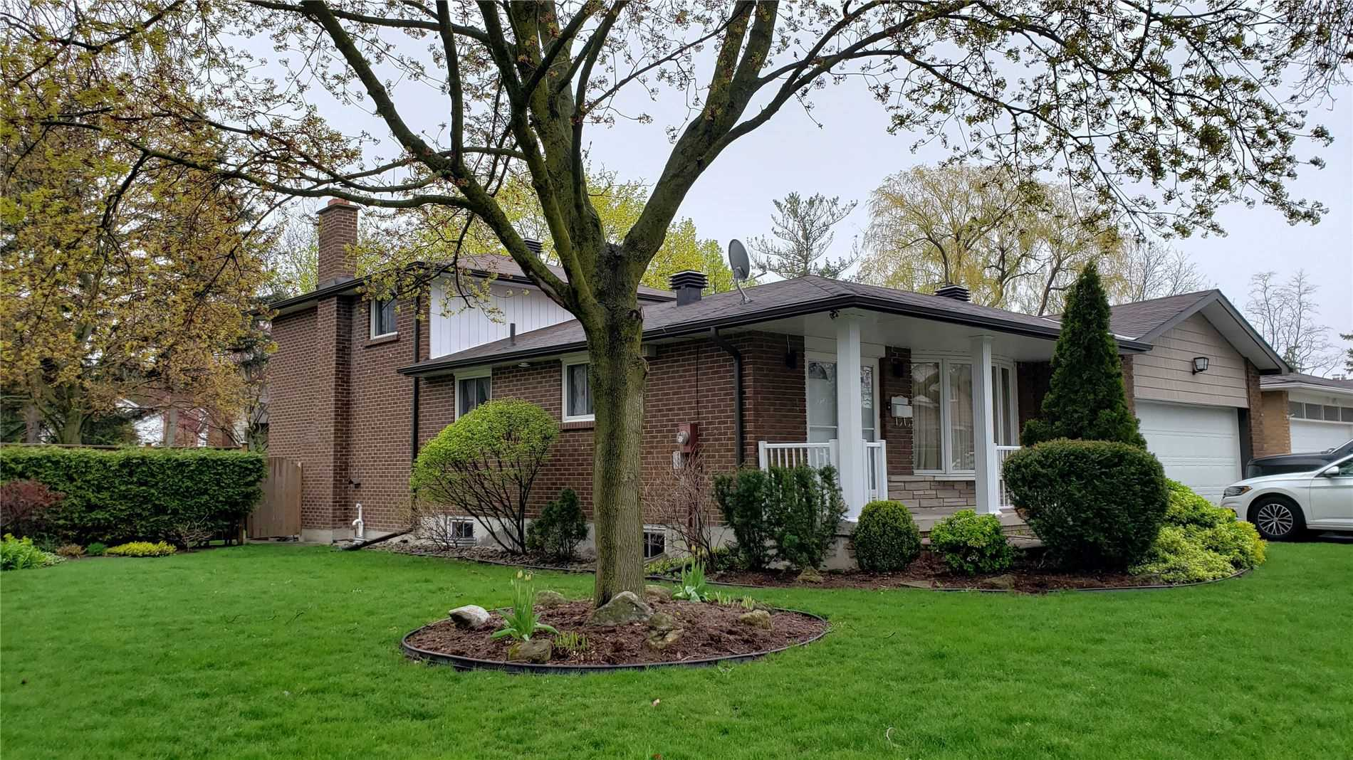 pictures of 2 Innis Cres, Richmond Hill L4C5K2