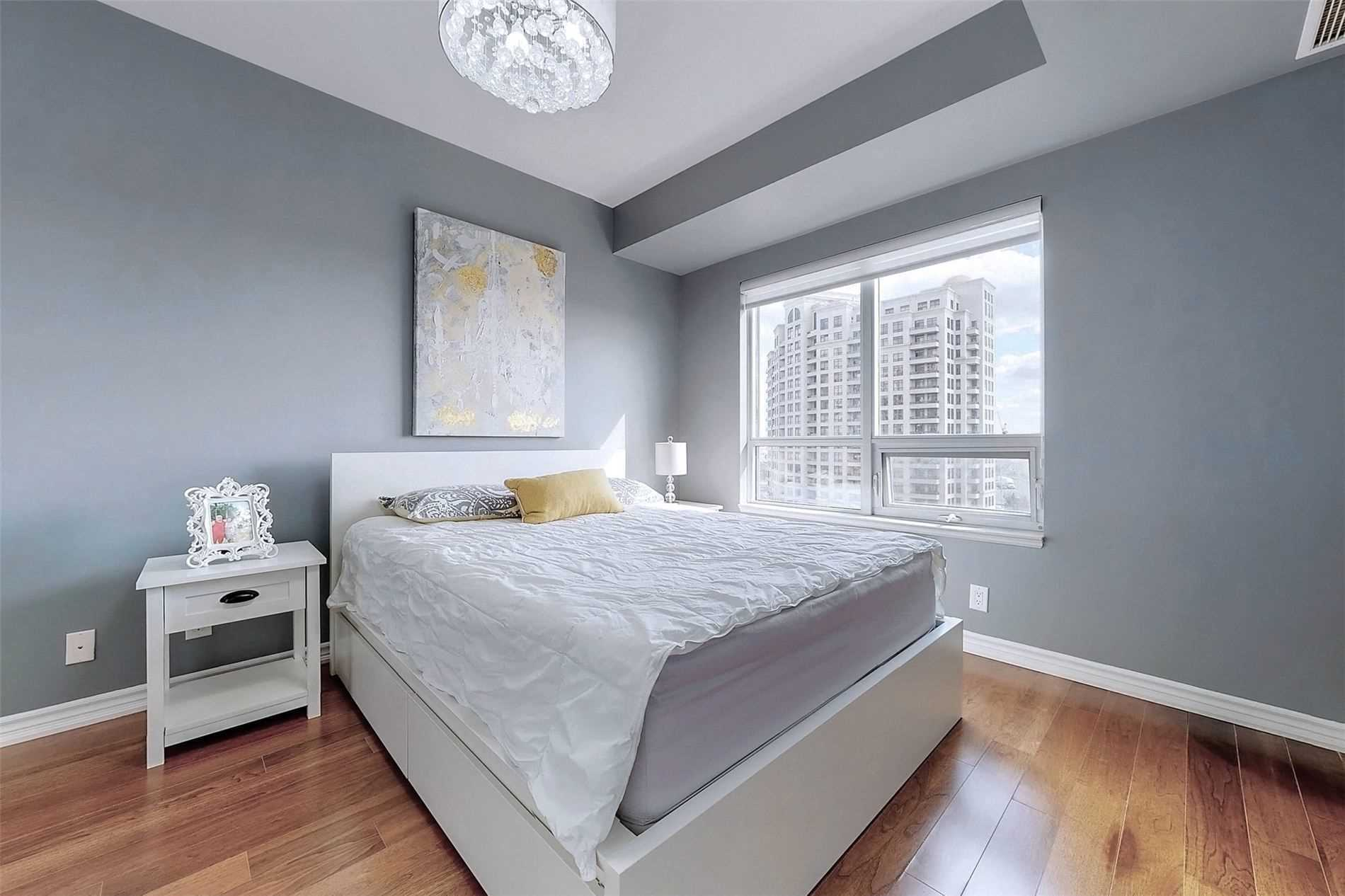 Image 8 of 33 showing inside of 1 Bedroom Condo Apt Apartment for Sale at 9235 Jane St Unit# 709, Vaughan L6A0J8