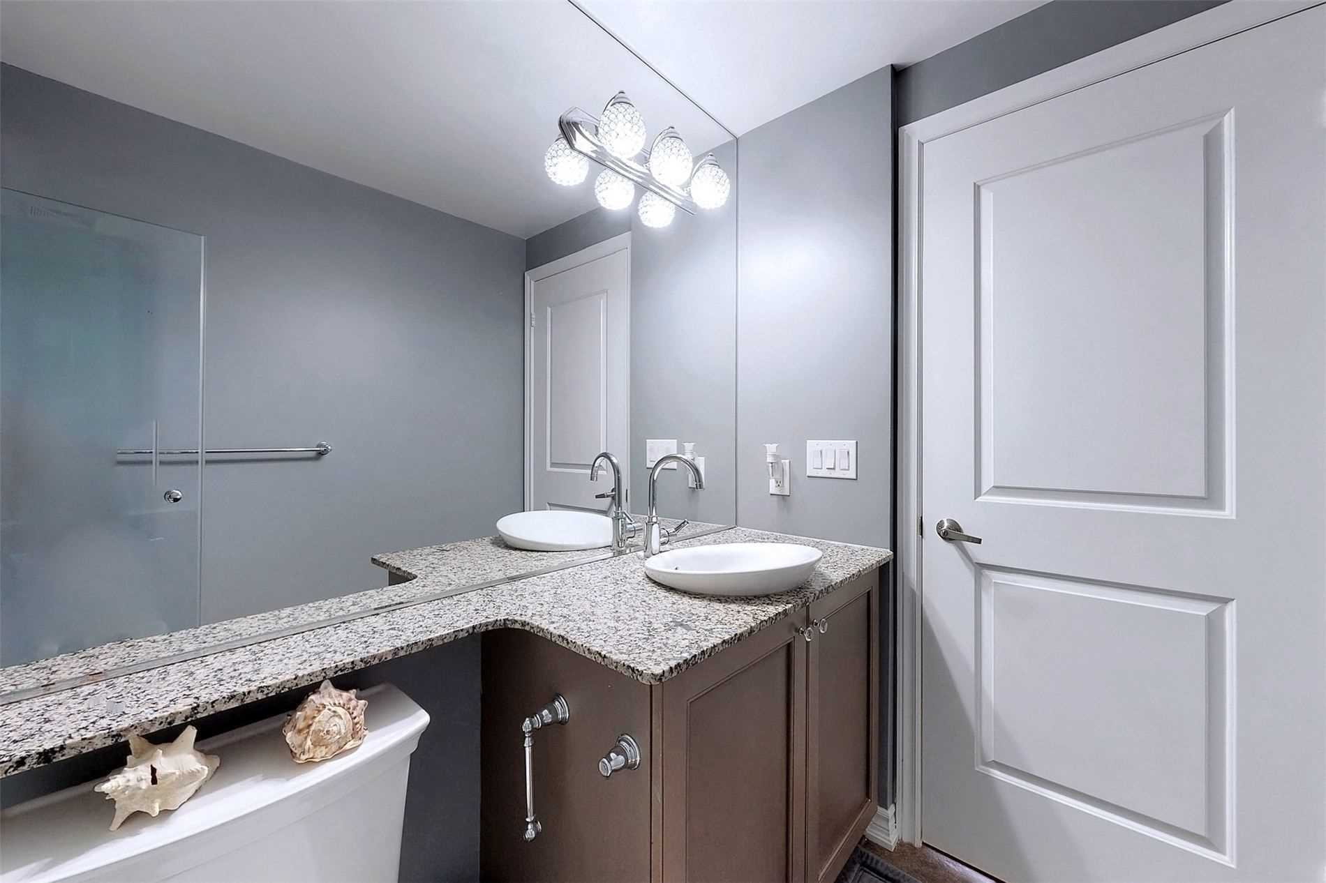 Image 14 of 33 showing inside of 1 Bedroom Condo Apt Apartment for Sale at 9235 Jane St Unit# 709, Vaughan L6A0J8