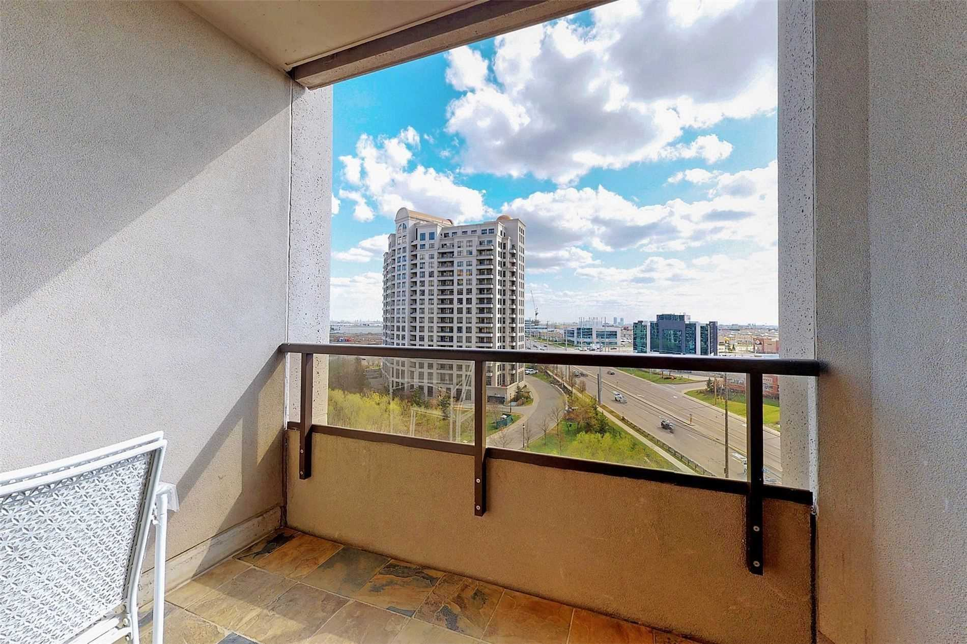 Image 18 of 33 showing inside of 1 Bedroom Condo Apt Apartment for Sale at 9235 Jane St Unit# 709, Vaughan L6A0J8