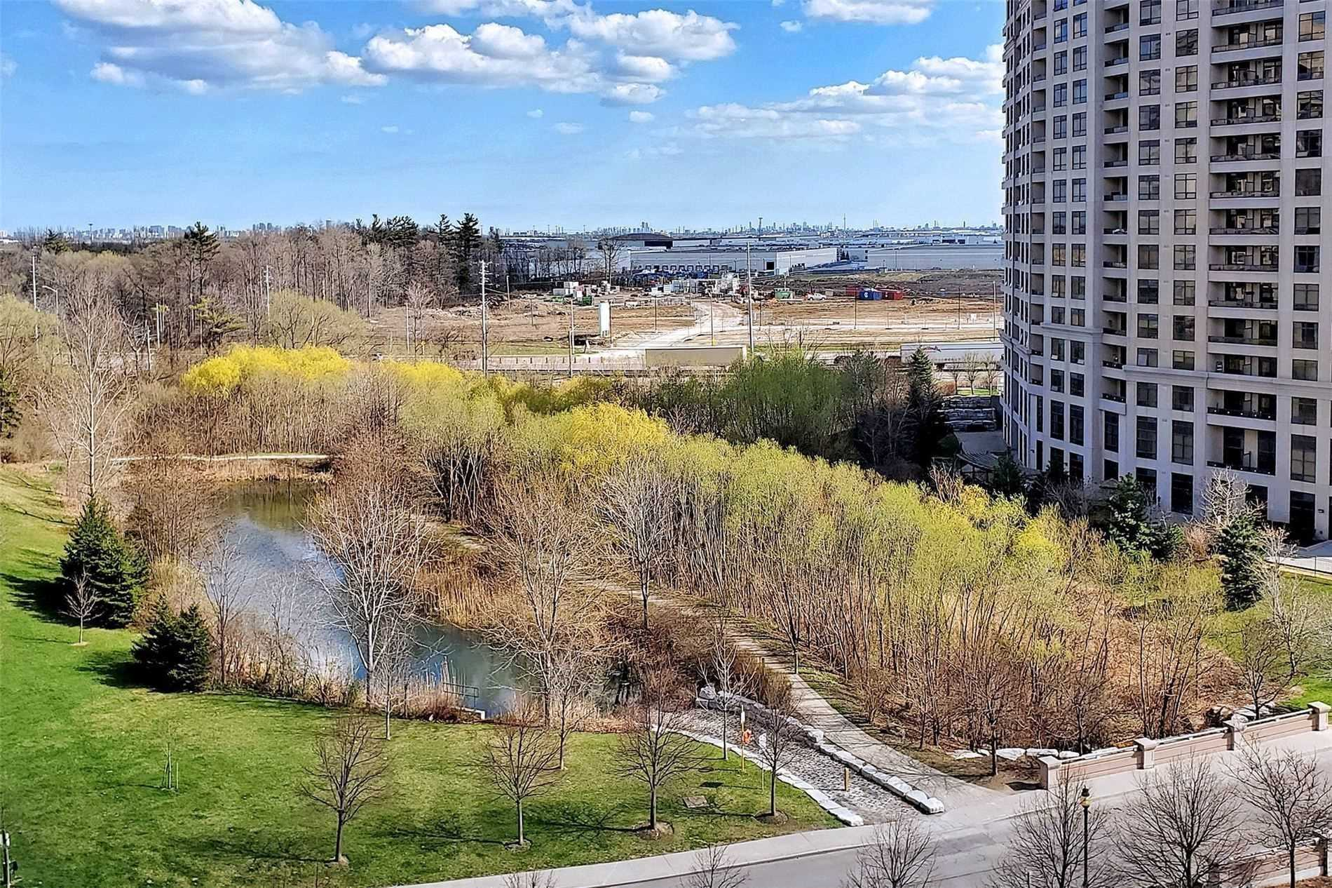 Image 21 of 33 showing inside of 1 Bedroom Condo Apt Apartment for Sale at 9235 Jane St Unit# 709, Vaughan L6A0J8