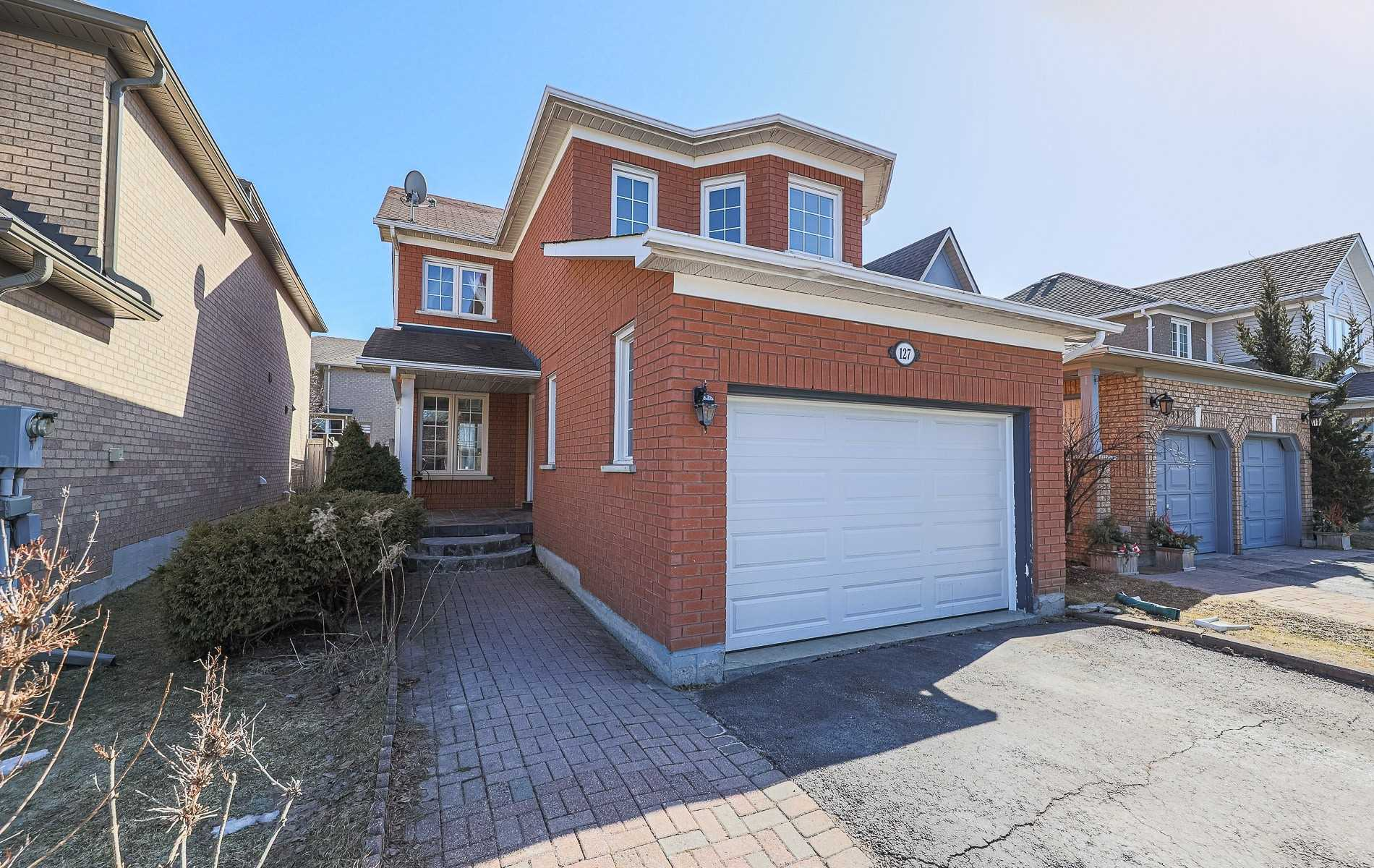 pictures of 127 Stone Rd, Aurora L4G6Y1