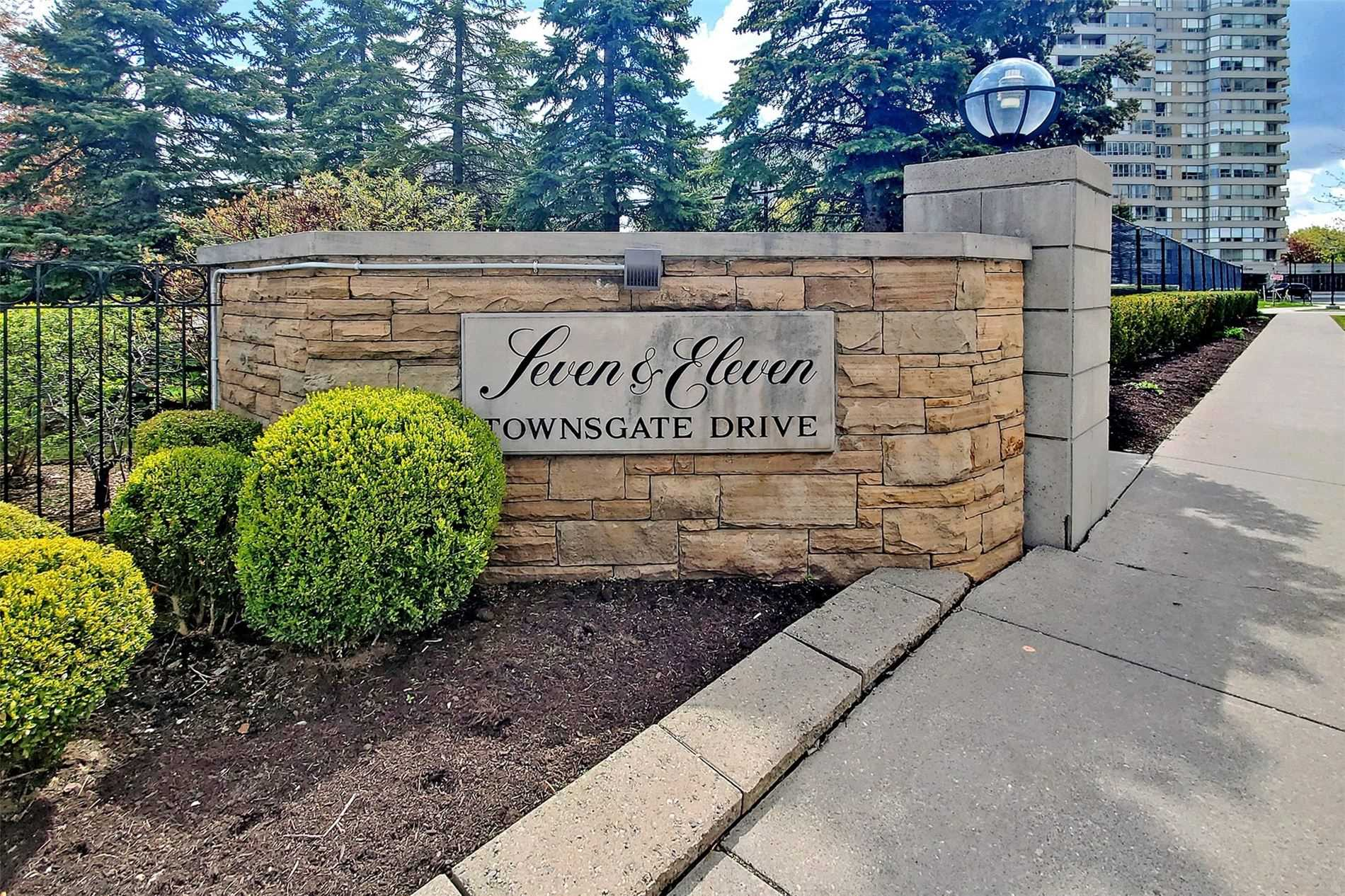 pictures of 11 Townsgate Dr, Vaughan L4J8G4