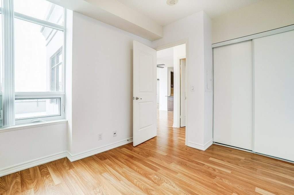 Image 5 of 17 showing inside of 2 Bedroom Comm Element Condo Apartment for Sale at 9235 Jane St Unit# 1606, Vaughan L6A0J8