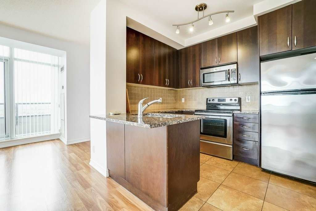 Image 11 of 17 showing inside of 2 Bedroom Comm Element Condo Apartment for Sale at 9235 Jane St Unit# 1606, Vaughan L6A0J8