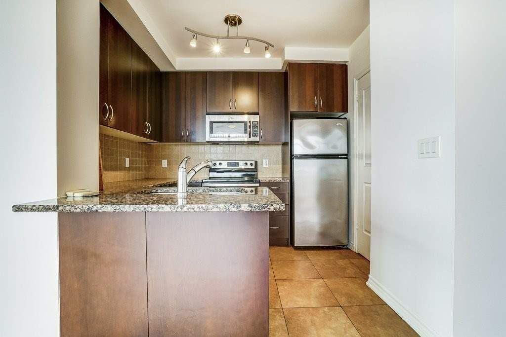Image 12 of 17 showing inside of 2 Bedroom Comm Element Condo Apartment for Sale at 9235 Jane St Unit# 1606, Vaughan L6A0J8