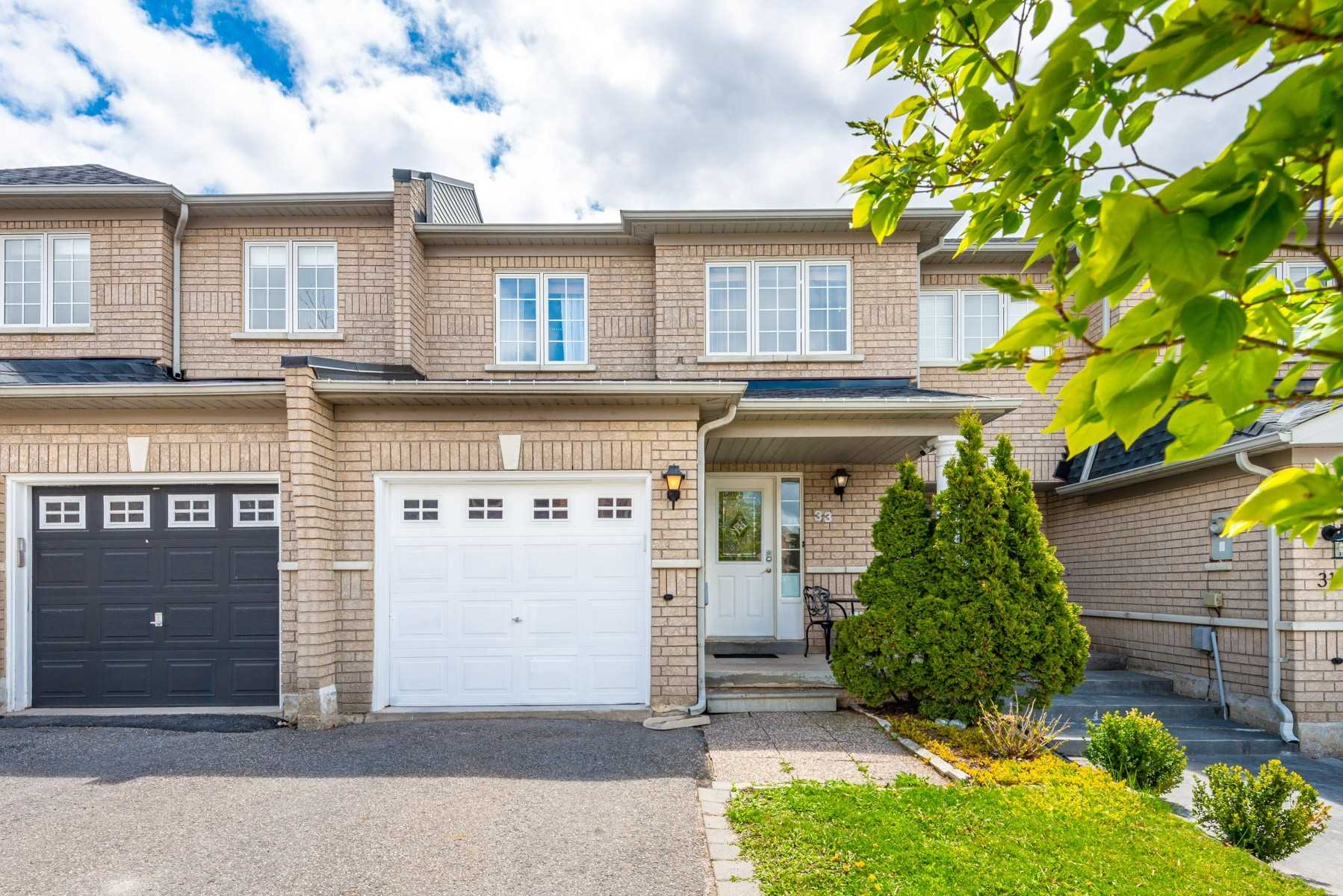 pictures of house for sale MLS: N5232124 located at 33 Lodgeway Dr, Vaughan L6A3S6