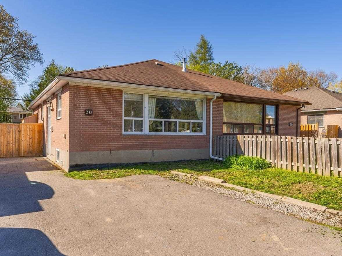 pictures of house for sale MLS: N5234438 located at 61 Tecumseh Dr, Aurora L4G2X2