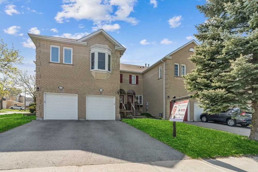 pictures of house for sale MLS: N5235736 located at 116 Sandfield Dr, Aurora L4G6T3