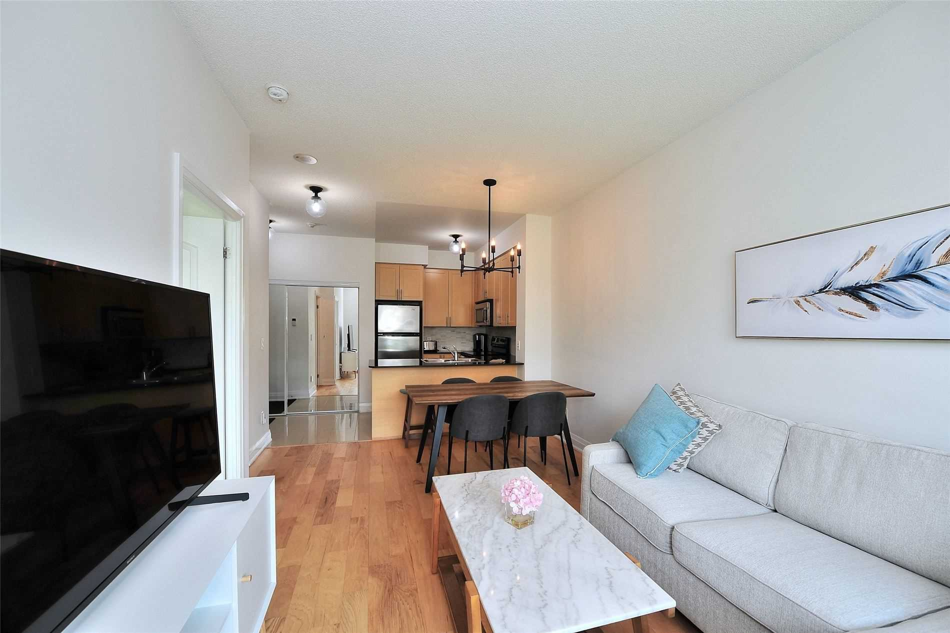 Image 2 of 30 showing inside of 1 Bedroom Condo Apt Apartment for Sale at 30 North Park Rd Unit# 101, Vaughan L4J0G6
