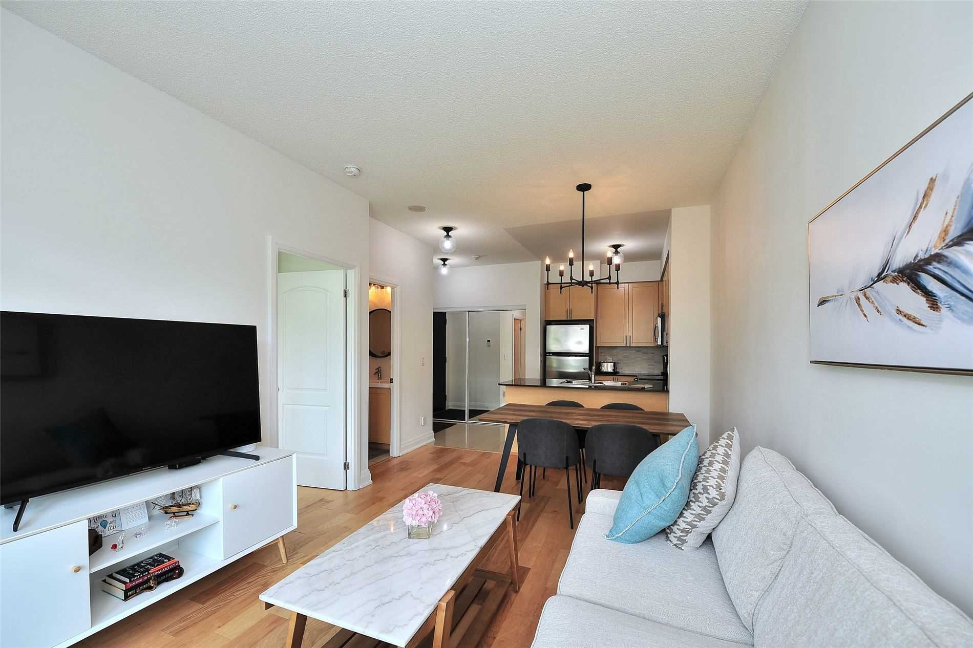 Image 3 of 30 showing inside of 1 Bedroom Condo Apt Apartment for Sale at 30 North Park Rd Unit# 101, Vaughan L4J0G6