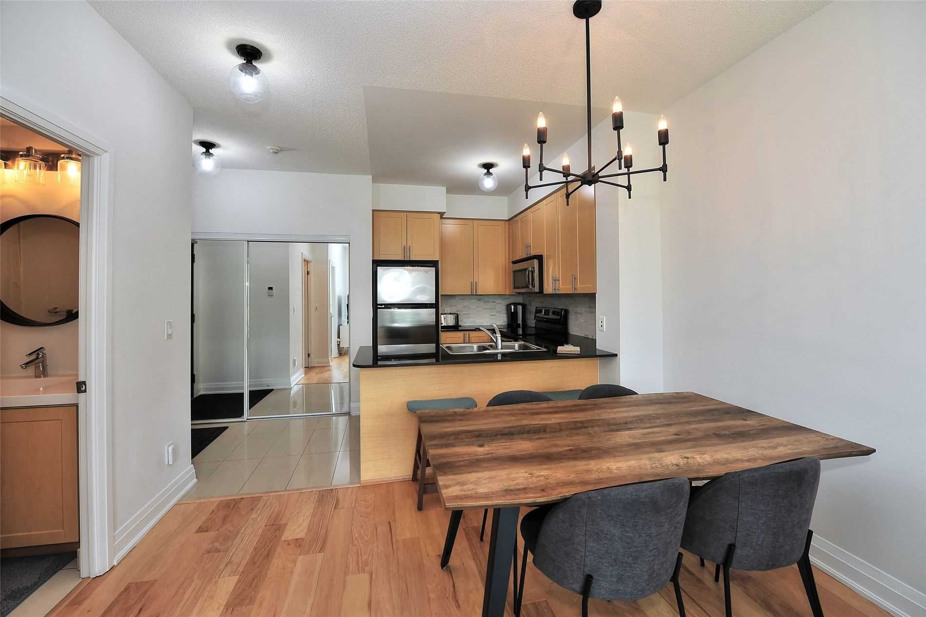 Image 5 of 30 showing inside of 1 Bedroom Condo Apt Apartment for Sale at 30 North Park Rd Unit# 101, Vaughan L4J0G6