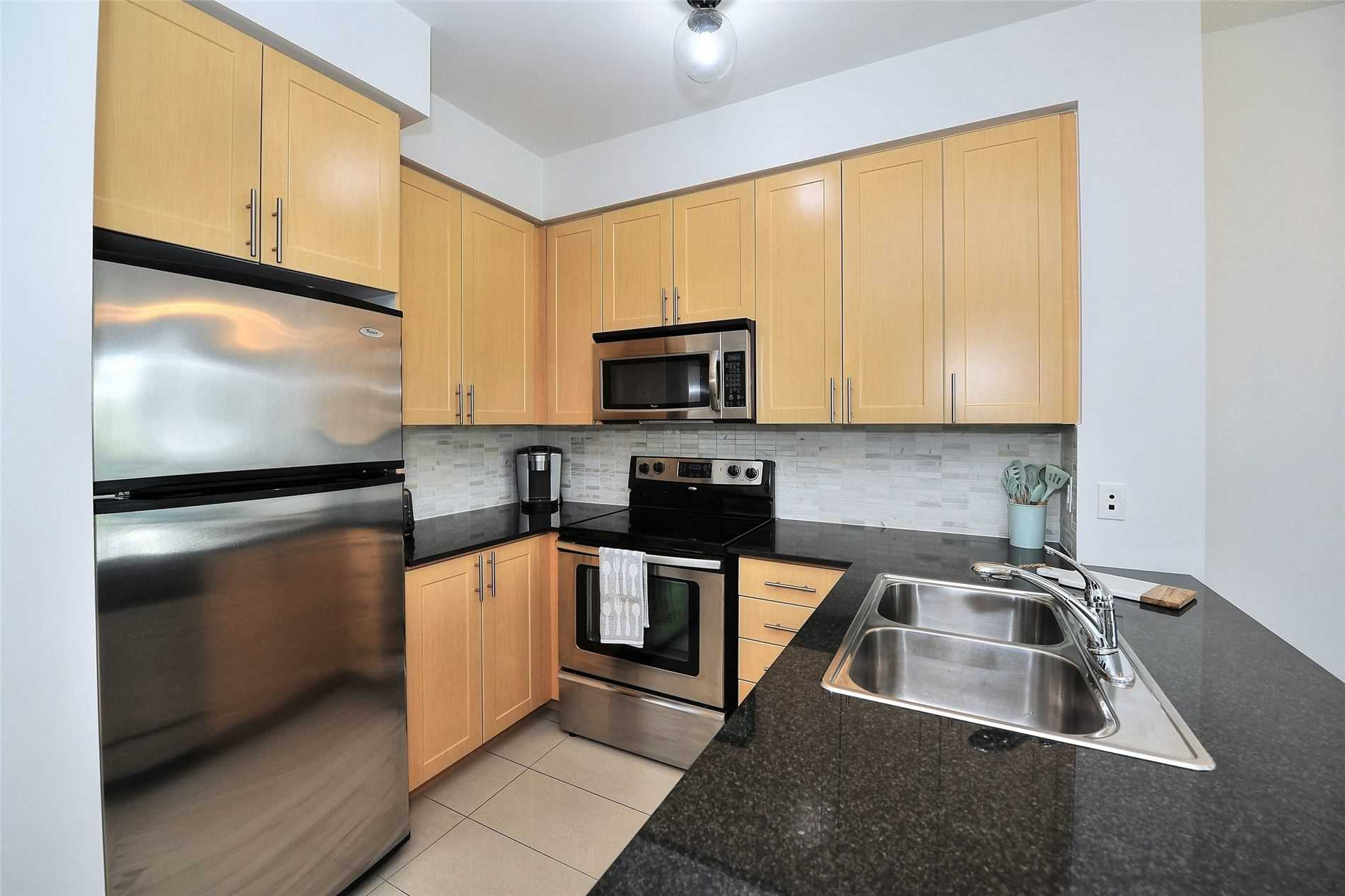 Image 8 of 30 showing inside of 1 Bedroom Condo Apt Apartment for Sale at 30 North Park Rd Unit# 101, Vaughan L4J0G6
