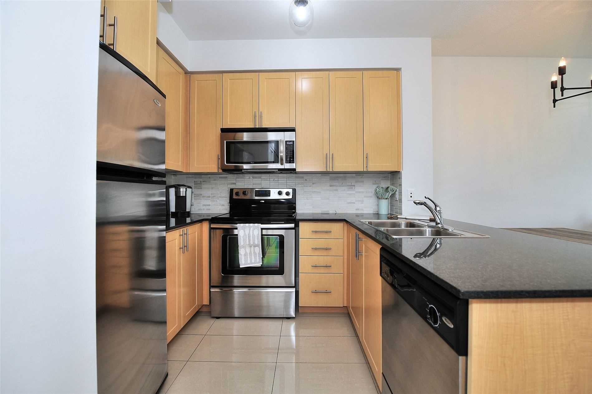 Image 9 of 30 showing inside of 1 Bedroom Condo Apt Apartment for Sale at 30 North Park Rd Unit# 101, Vaughan L4J0G6