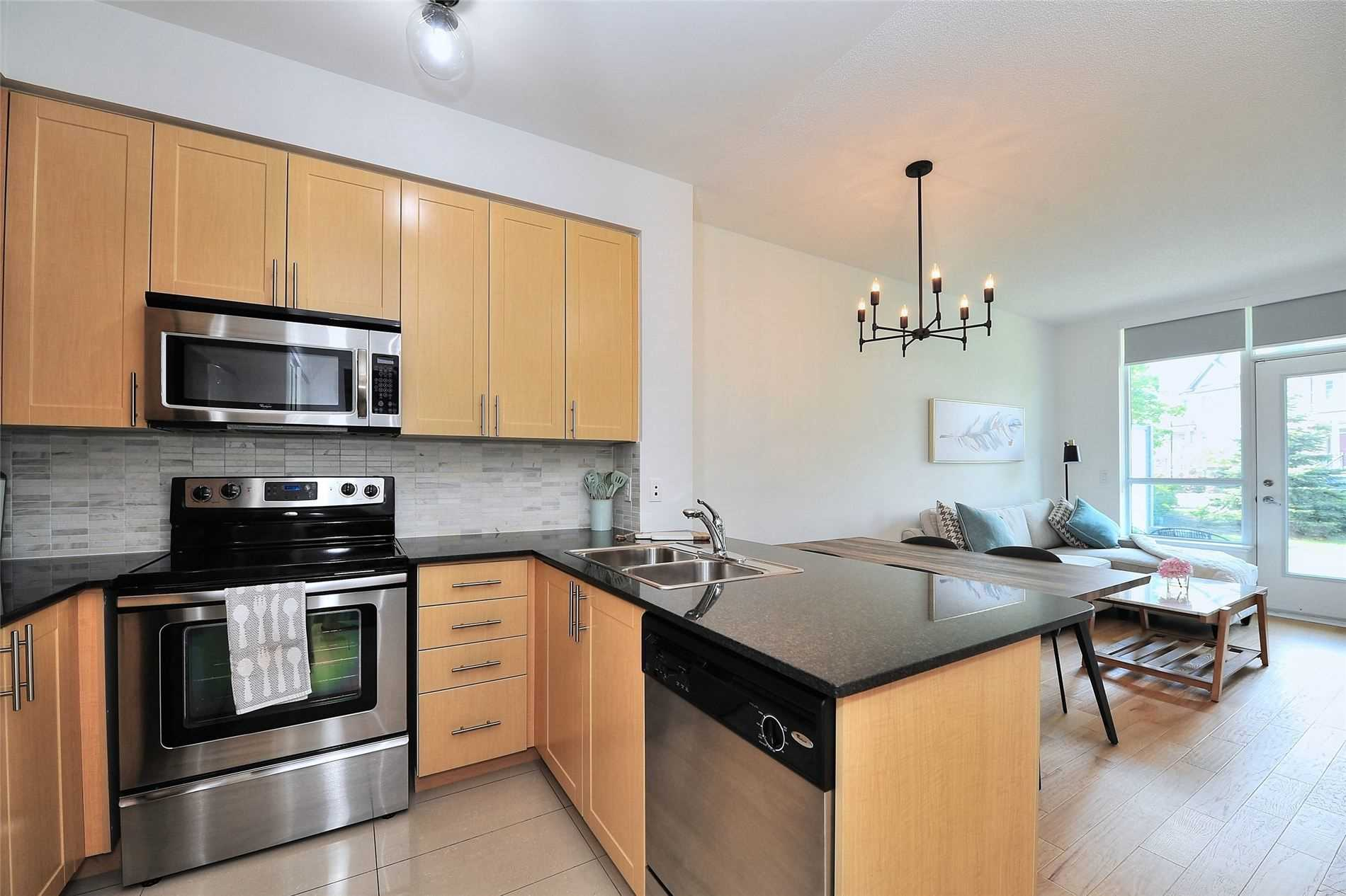 Image 10 of 30 showing inside of 1 Bedroom Condo Apt Apartment for Sale at 30 North Park Rd Unit# 101, Vaughan L4J0G6
