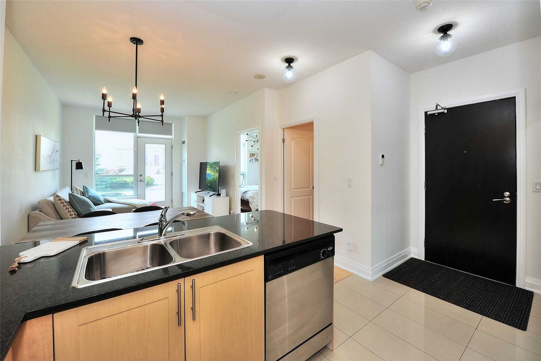 Image 11 of 30 showing inside of 1 Bedroom Condo Apt Apartment for Sale at 30 North Park Rd Unit# 101, Vaughan L4J0G6