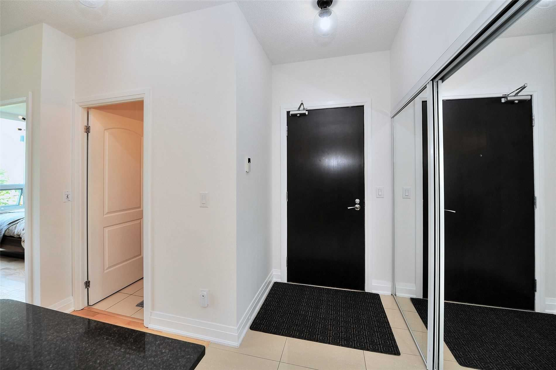 Image 30 of 30 showing inside of 1 Bedroom Condo Apt Apartment for Sale at 30 North Park Rd Unit# 101, Vaughan L4J0G6