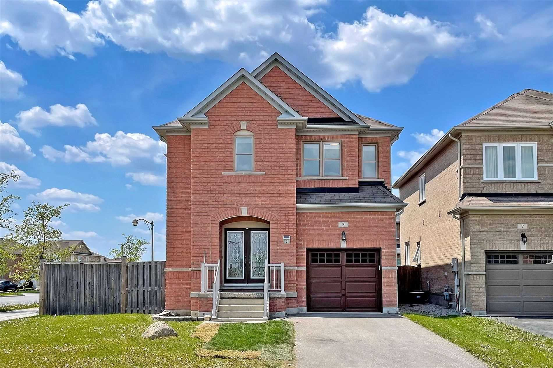 pictures of house for sale MLS: N5241721 located at 3 Willharper Gate, Whitchurch-Stouffville L4A0S4