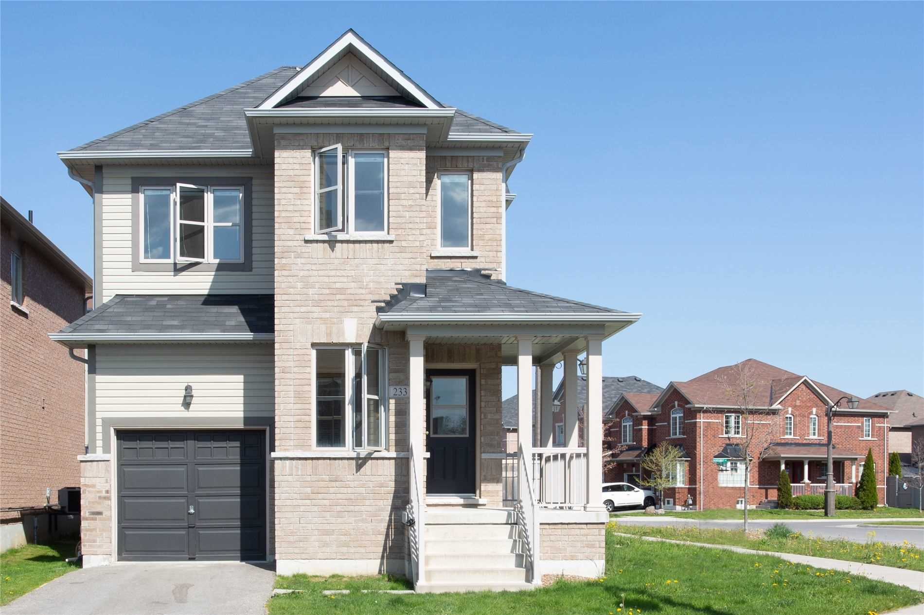 pictures of house for sale MLS: N5242652 located at 233 Delbert Circ, Whitchurch-Stouffville L4A0Y6
