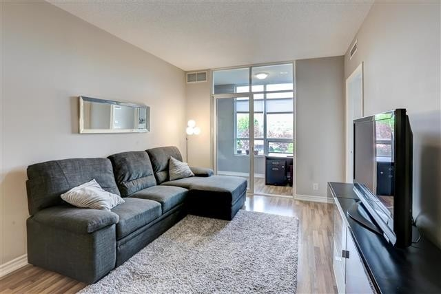 Image 4 of 31 showing inside of 1 Bedroom Condo Apt Apartment for Sale at 9235 Jane St Unit# 202, Vaughan L6A0J7